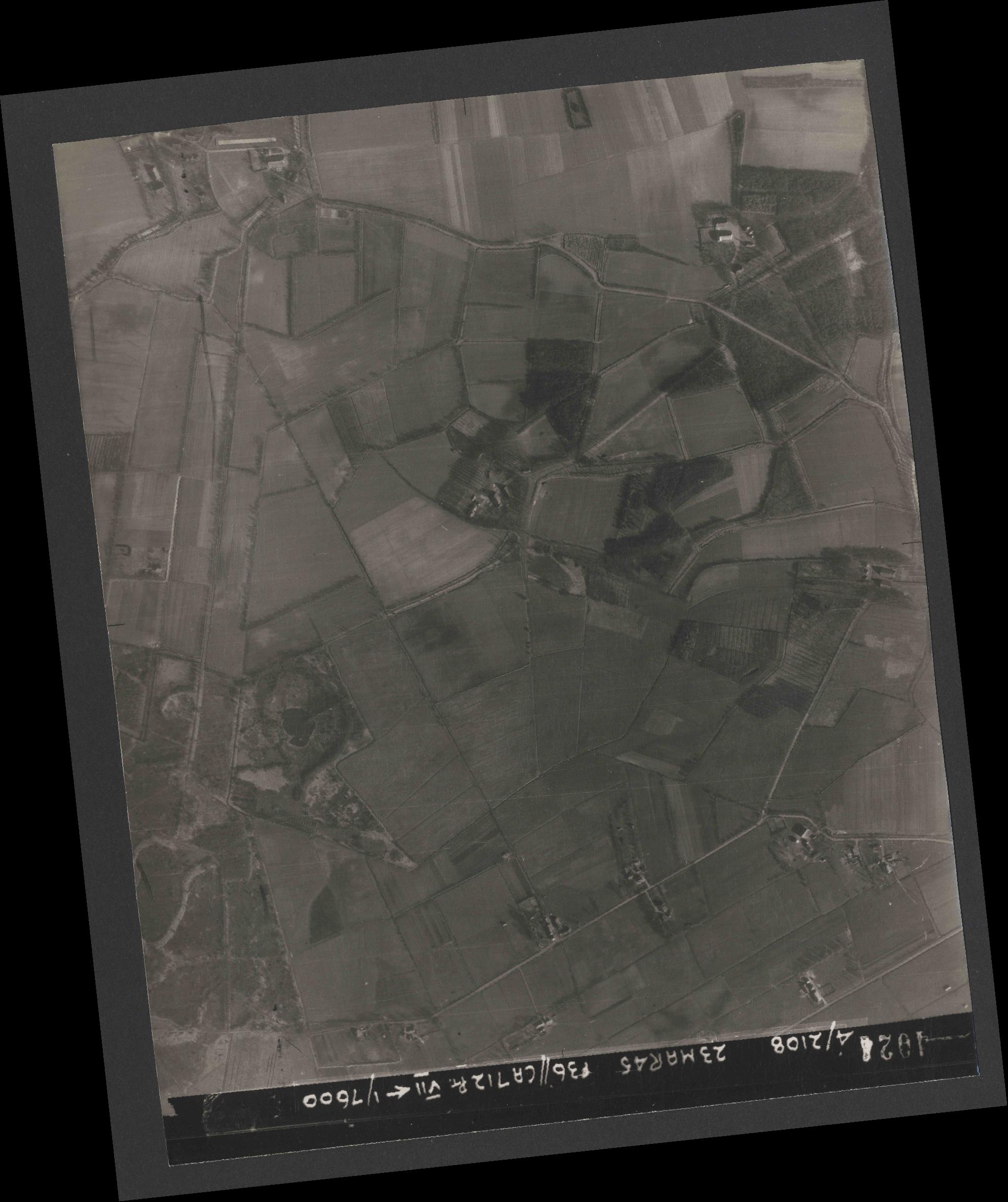 Collection RAF aerial photos 1940-1945 - flight 104, run 09, photo 4024