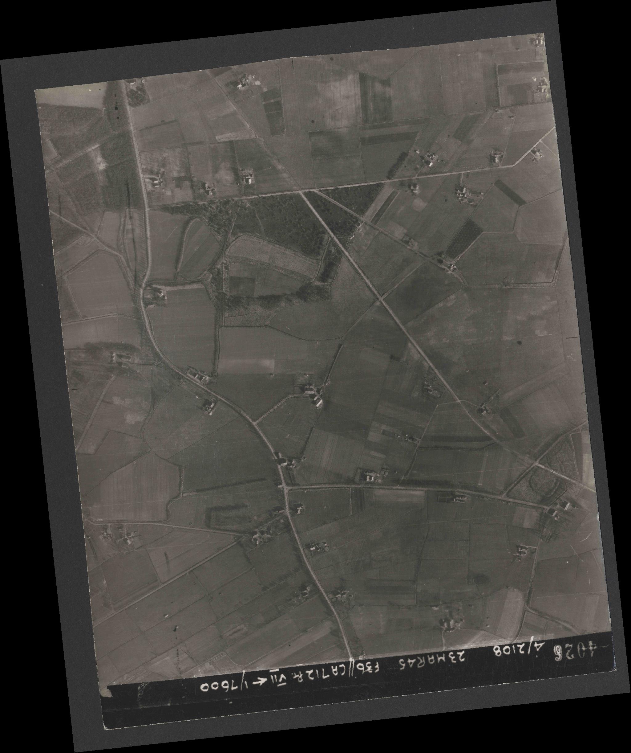 Collection RAF aerial photos 1940-1945 - flight 104, run 09, photo 4026