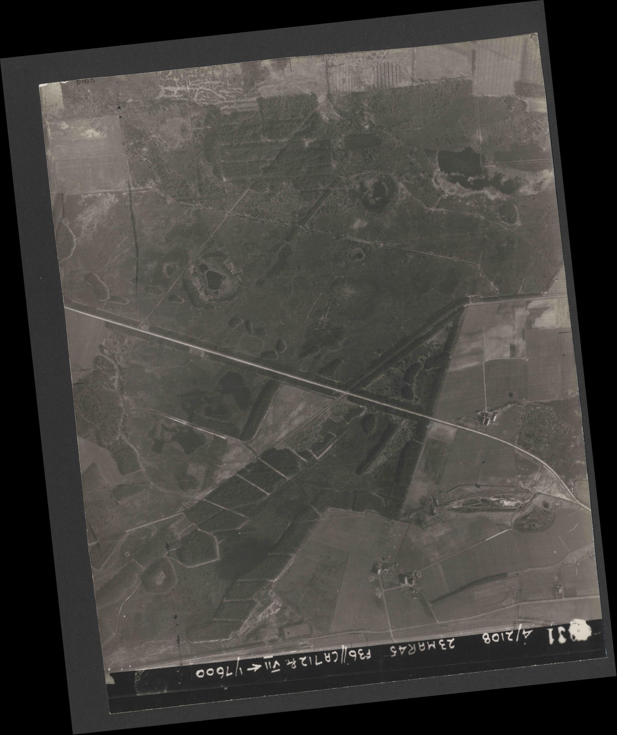 Collection RAF aerial photos 1940-1945 - flight 104, run 09, photo 4031