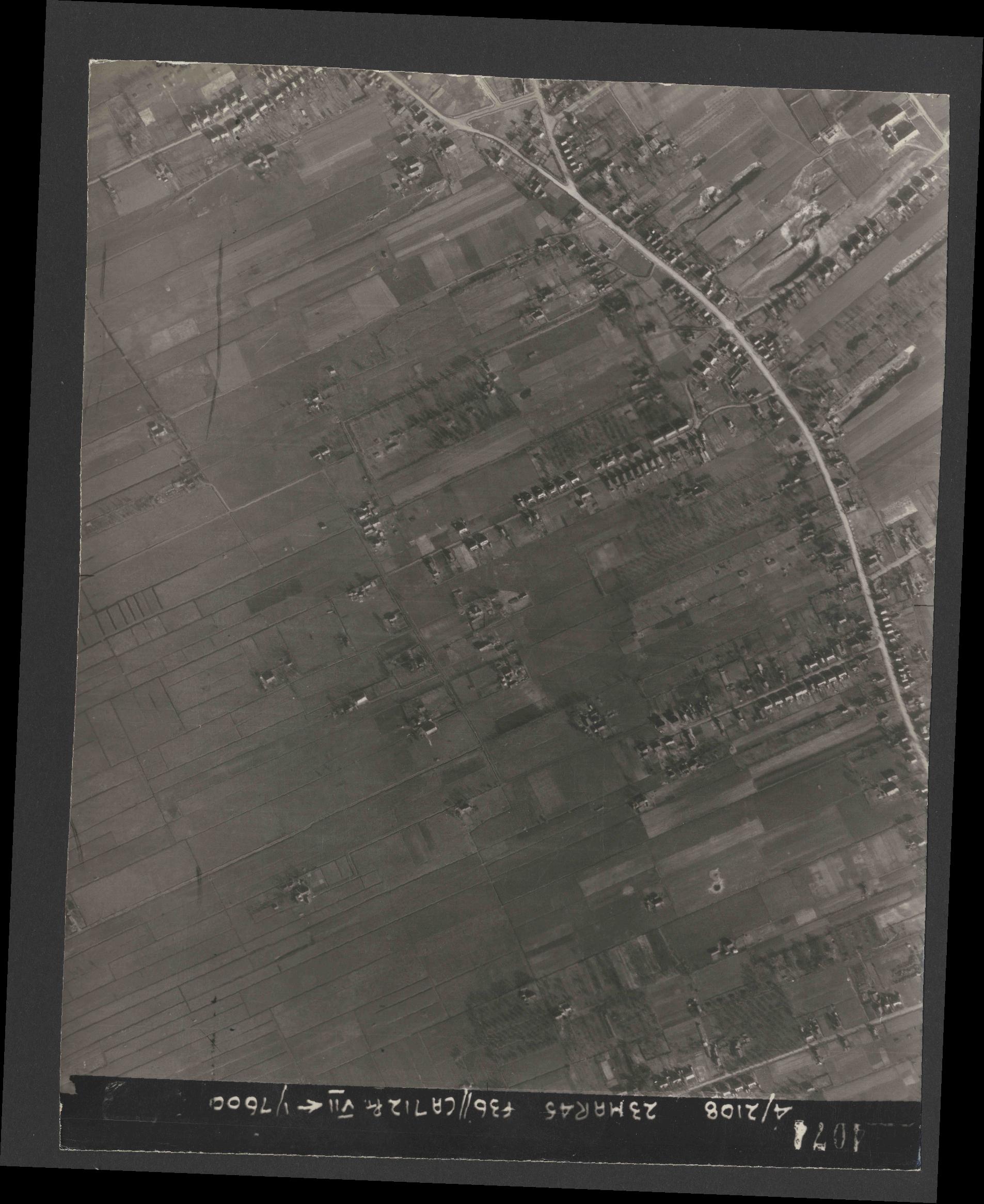 Collection RAF aerial photos 1940-1945 - flight 104, run 10, photo 4074