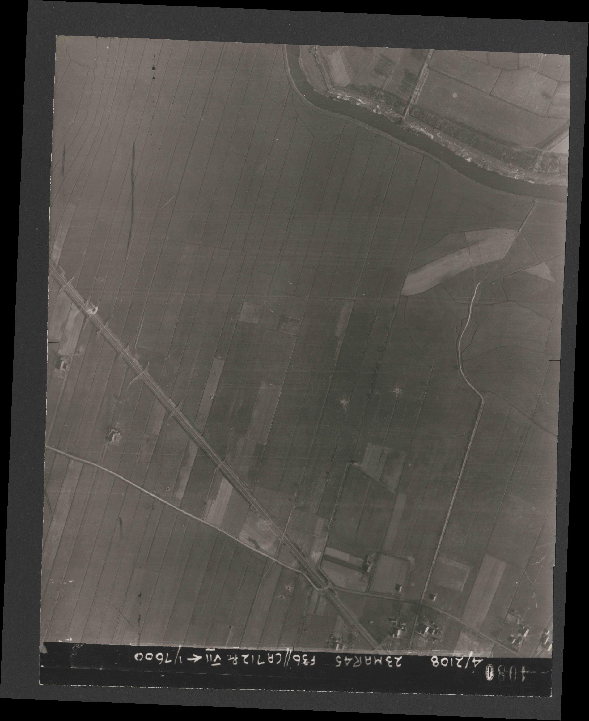 Collection RAF aerial photos 1940-1945 - flight 104, run 10, photo 4080