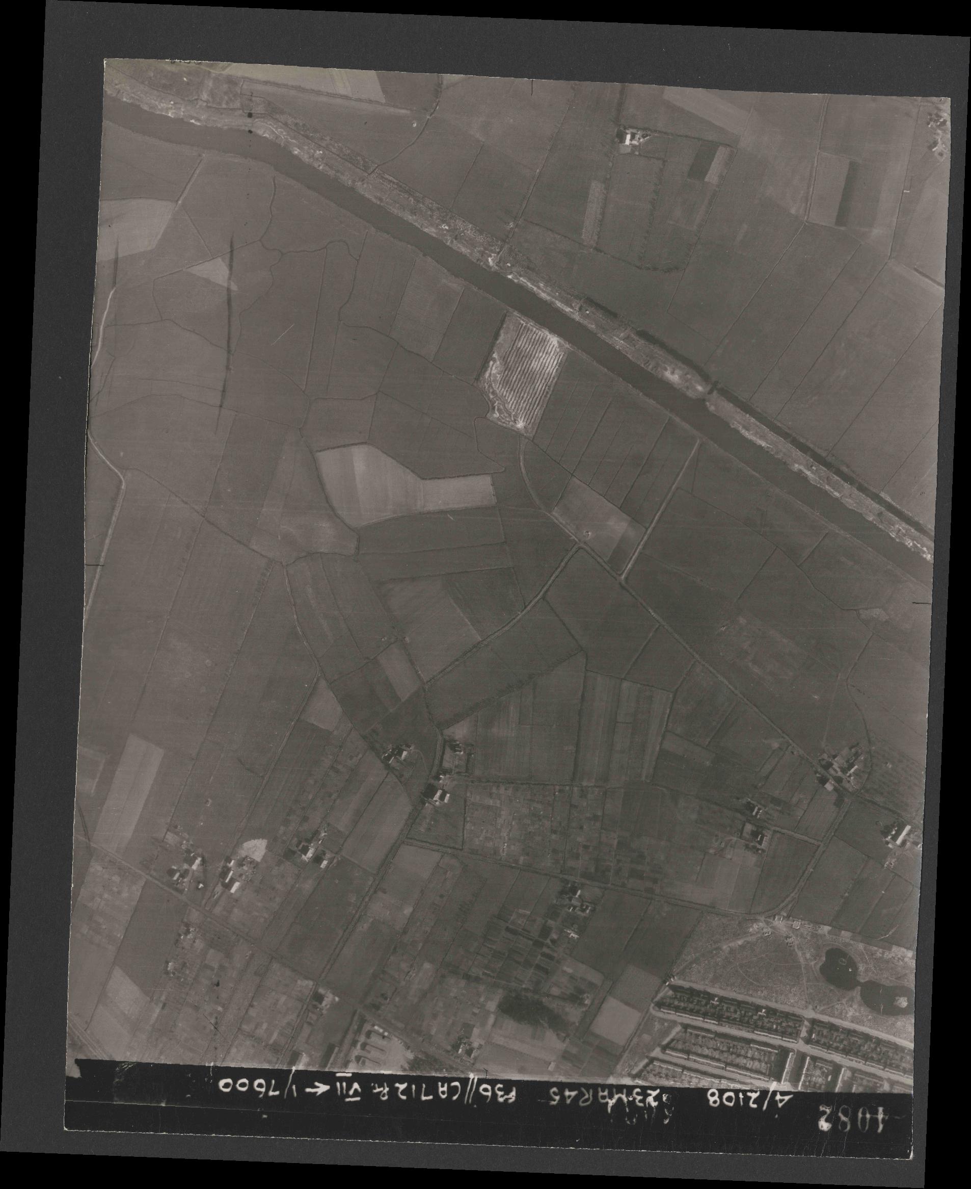 Collection RAF aerial photos 1940-1945 - flight 104, run 10, photo 4082
