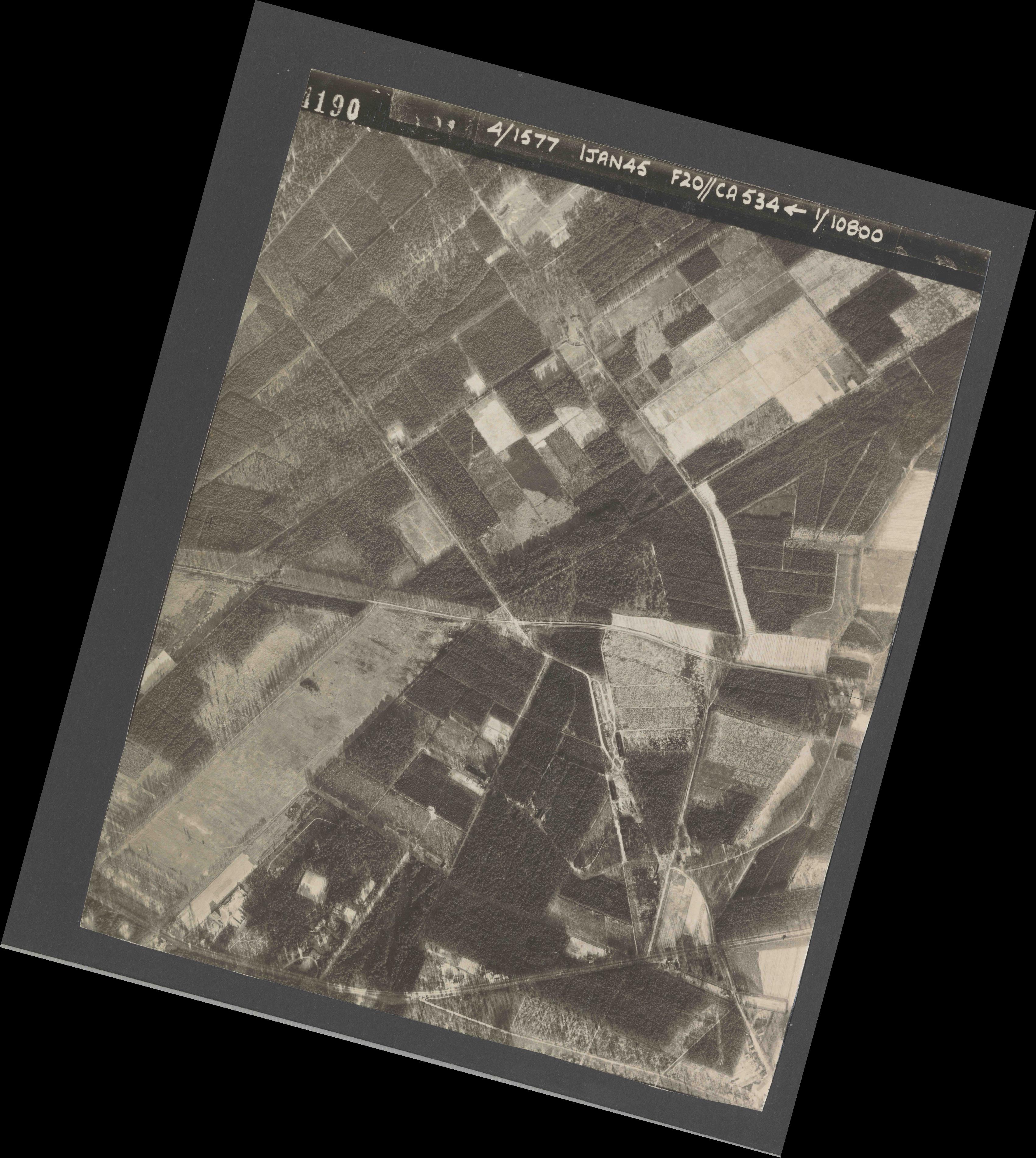 Collection RAF aerial photos 1940-1945 - flight 105, run 01, photo 4190