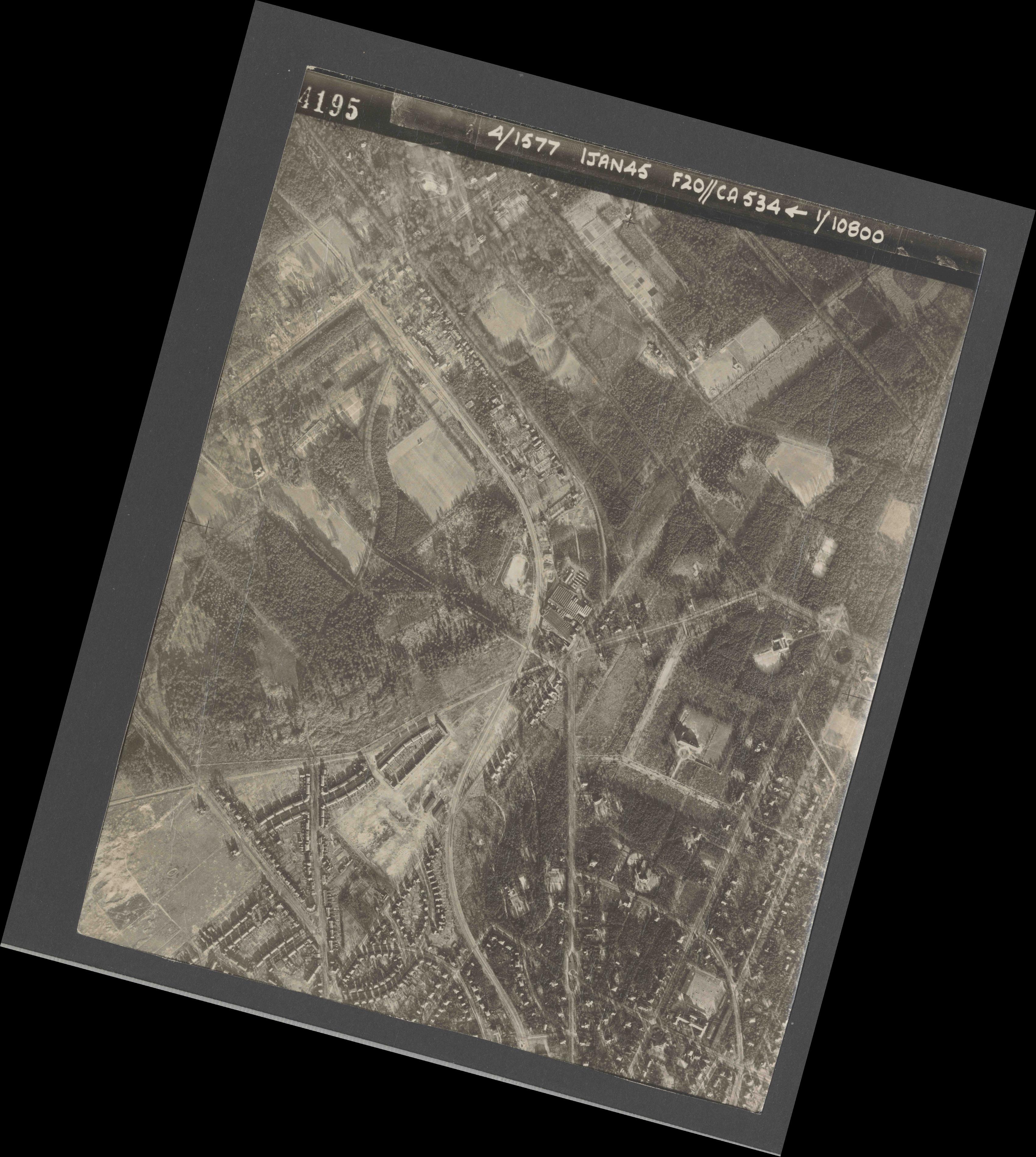 Collection RAF aerial photos 1940-1945 - flight 105, run 01, photo 4195