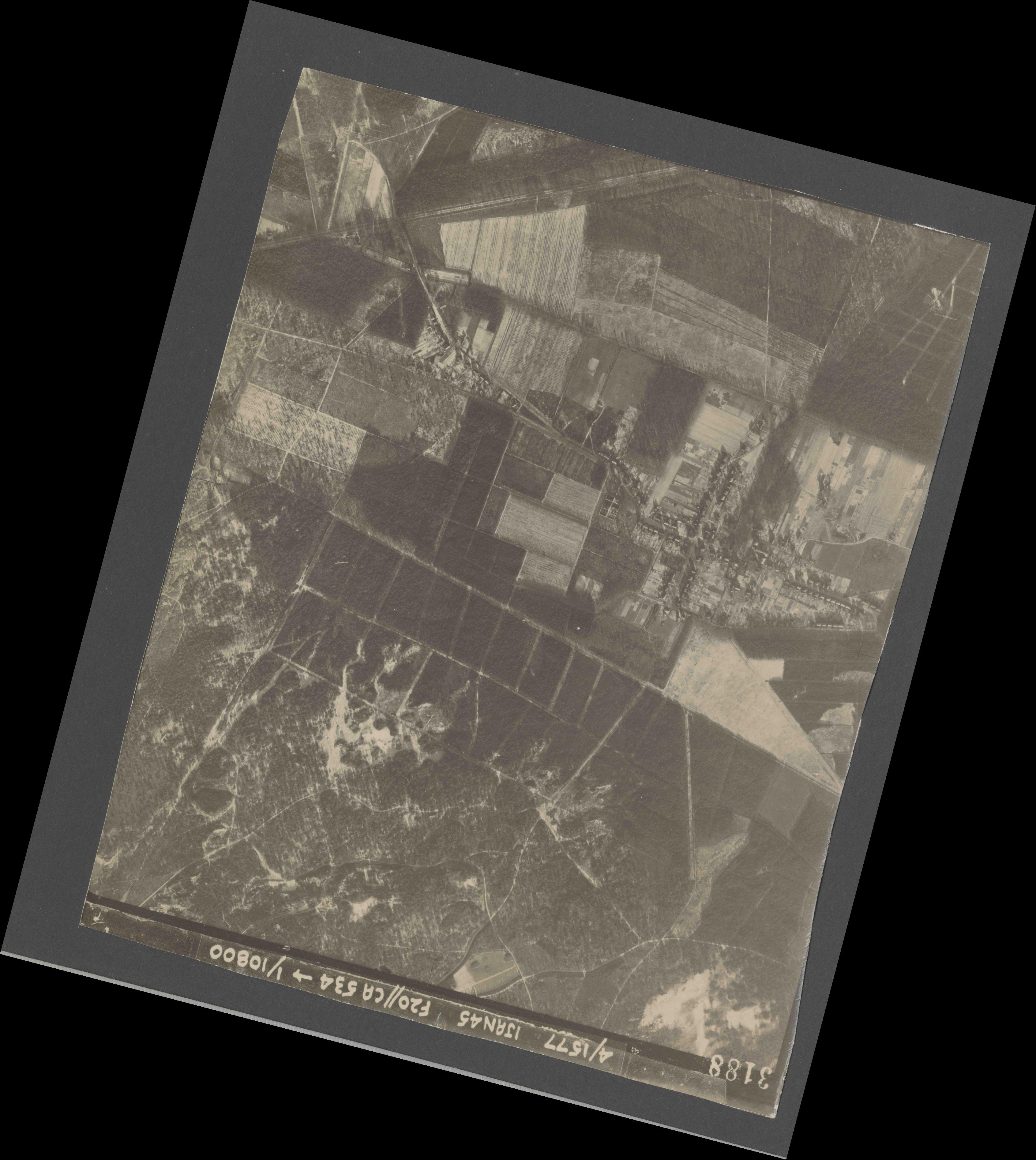 Collection RAF aerial photos 1940-1945 - flight 105, run 02, photo 3188
