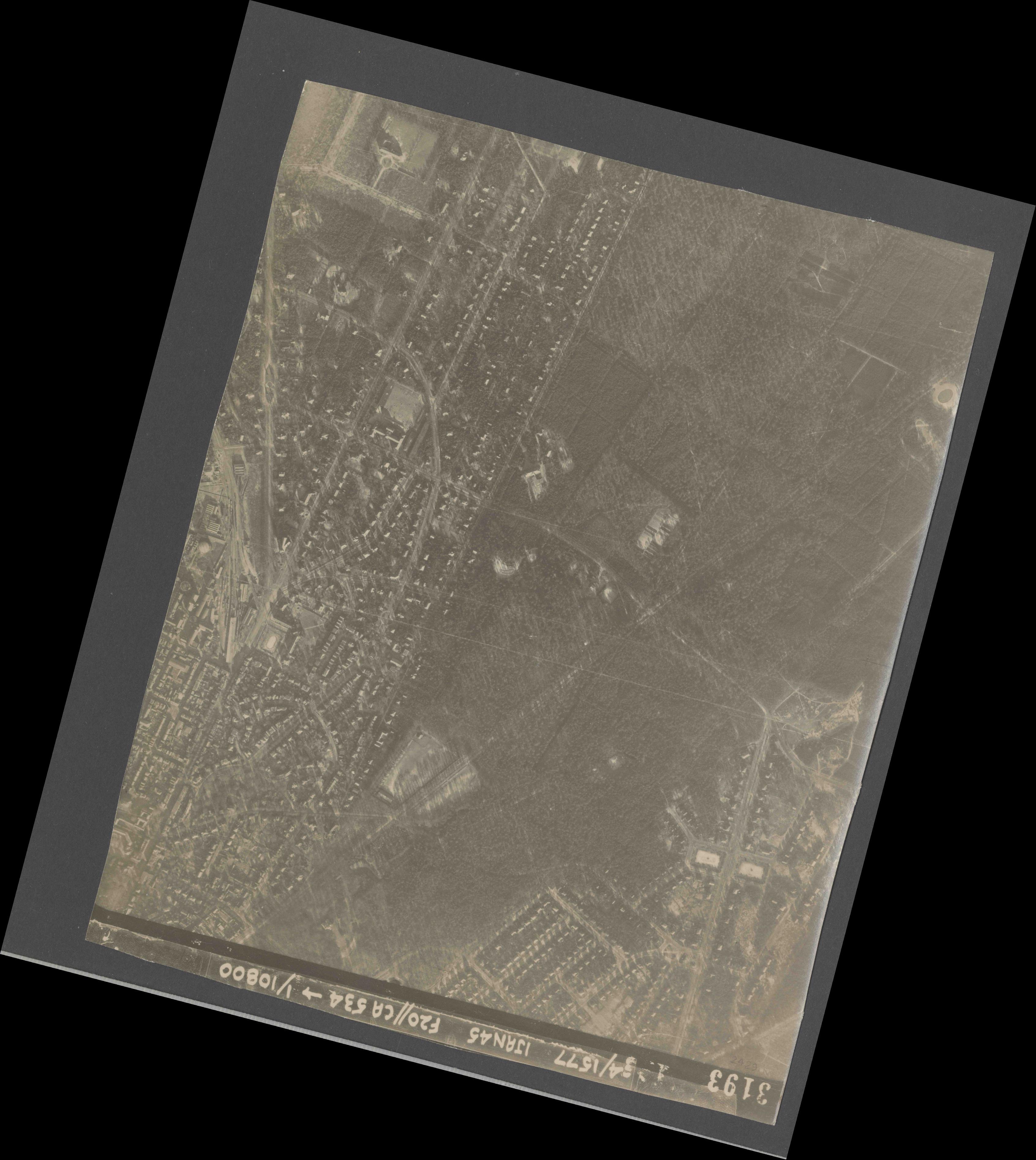 Collection RAF aerial photos 1940-1945 - flight 105, run 02, photo 3193