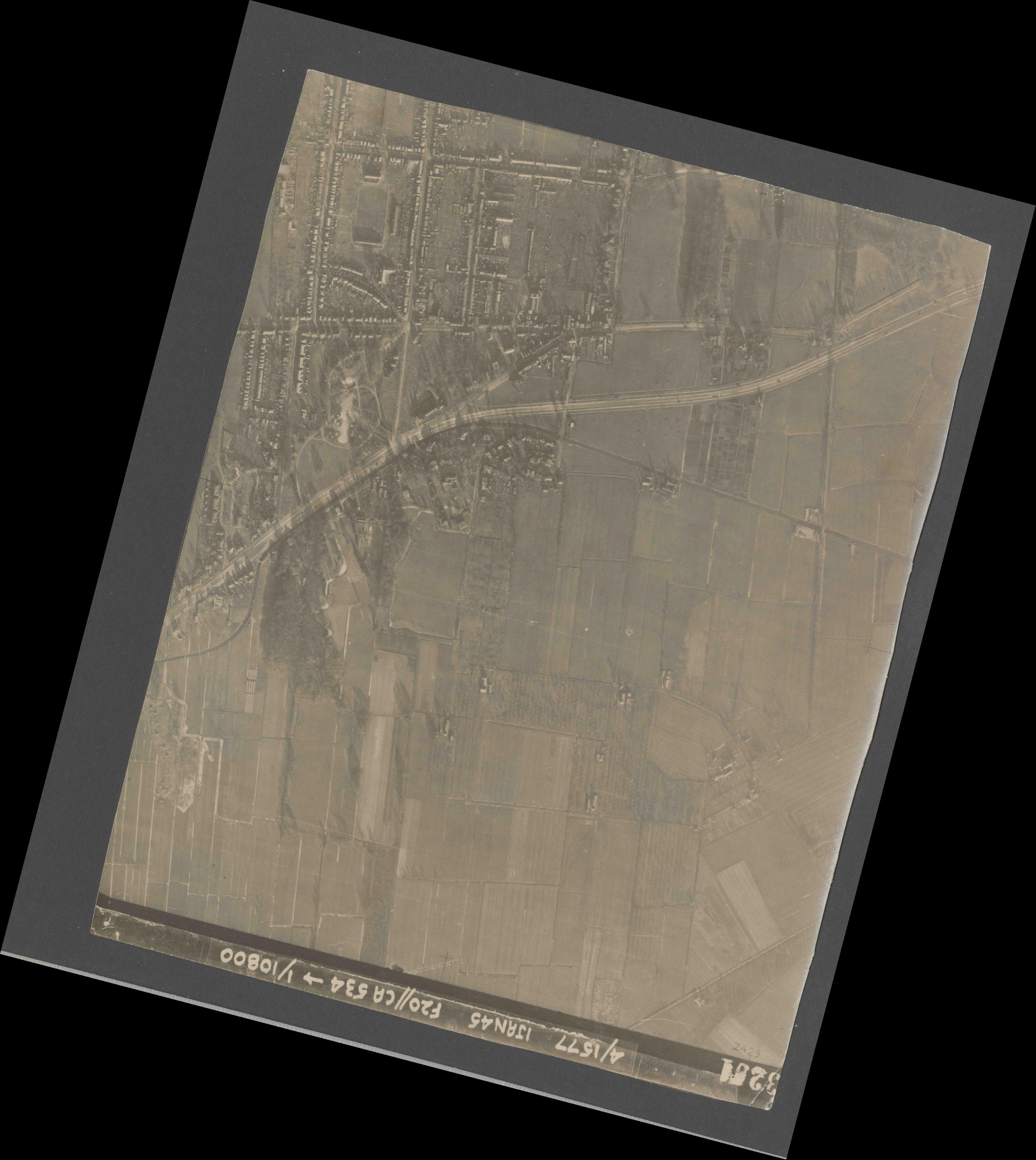 Collection RAF aerial photos 1940-1945 - flight 105, run 02, photo 3201