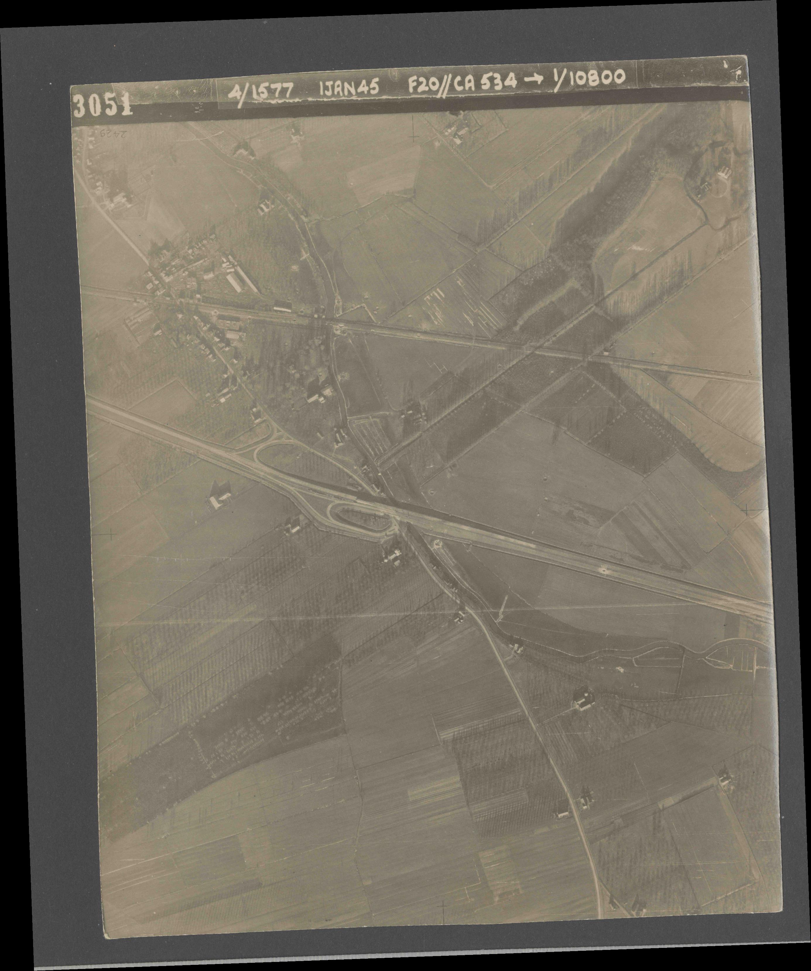 Collection RAF aerial photos 1940-1945 - flight 105, run 03, photo 3051