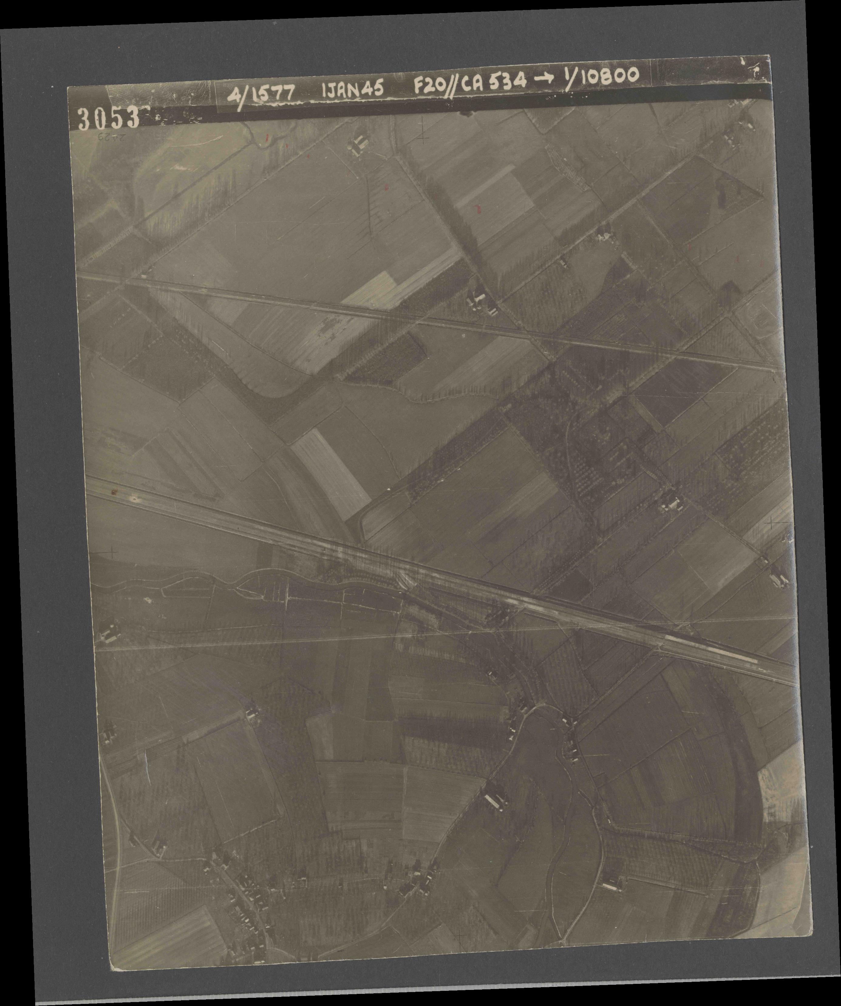 Collection RAF aerial photos 1940-1945 - flight 105, run 03, photo 3053