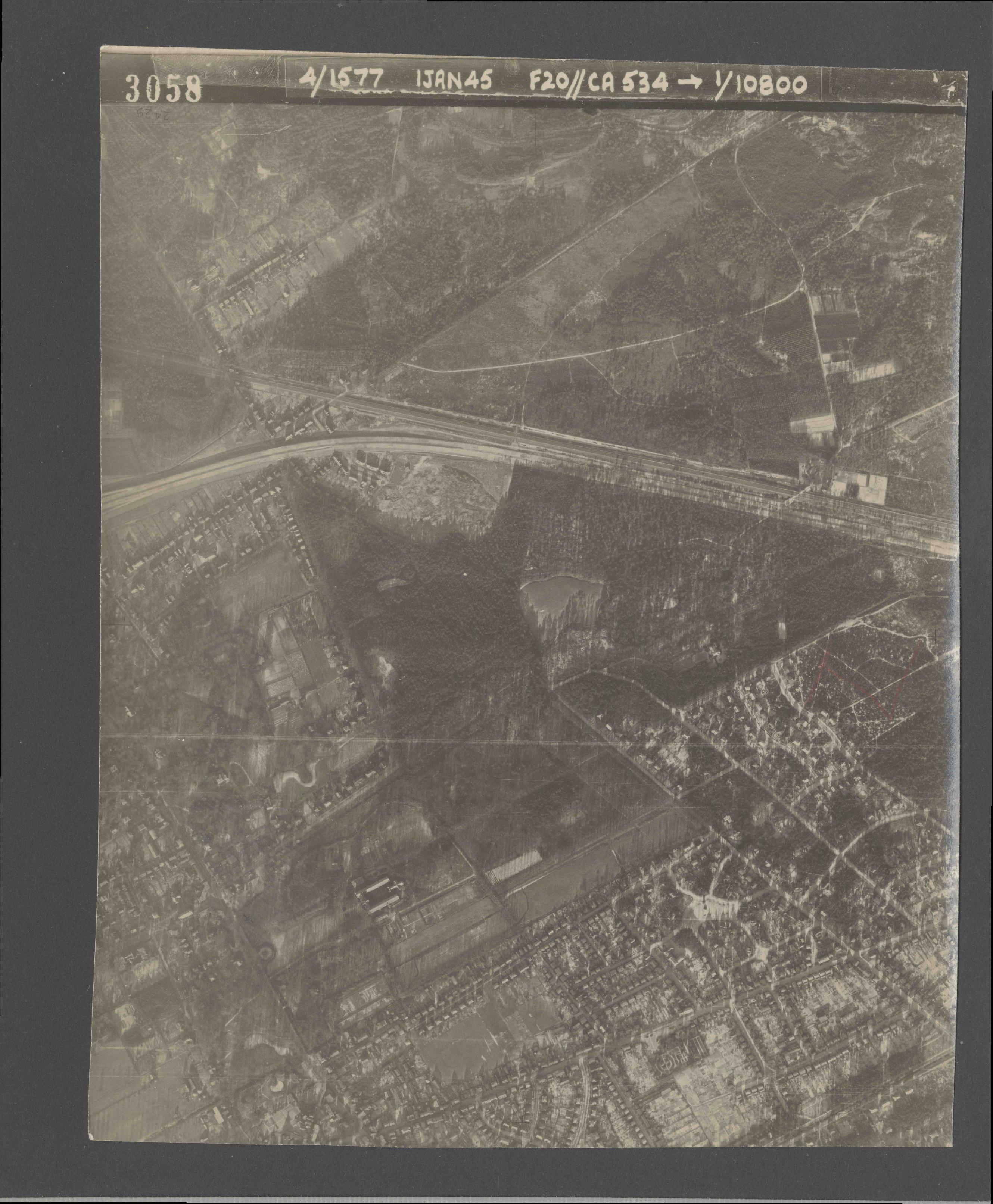 Collection RAF aerial photos 1940-1945 - flight 105, run 03, photo 3058