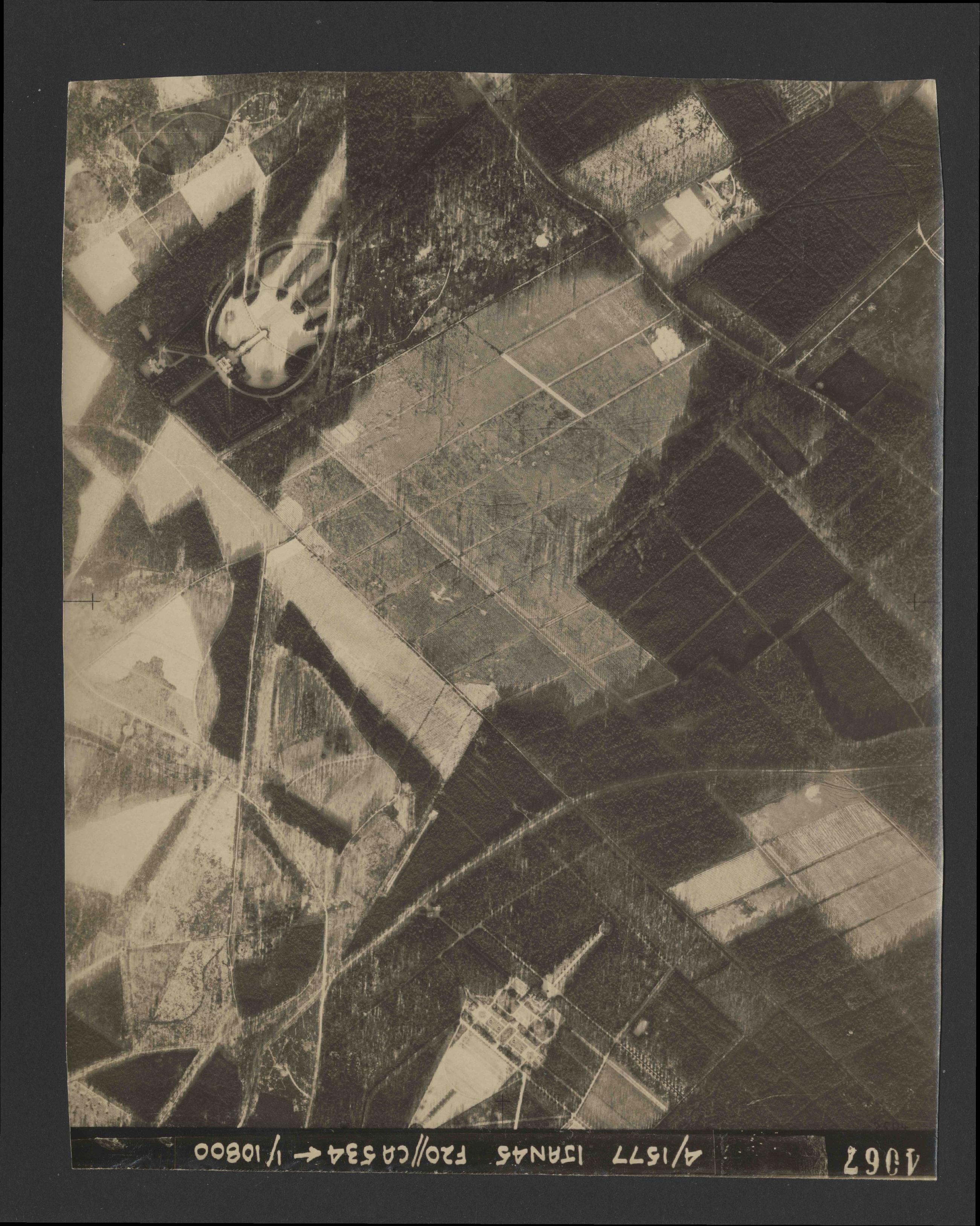 Collection RAF aerial photos 1940-1945 - flight 105, run 06, photo 4067