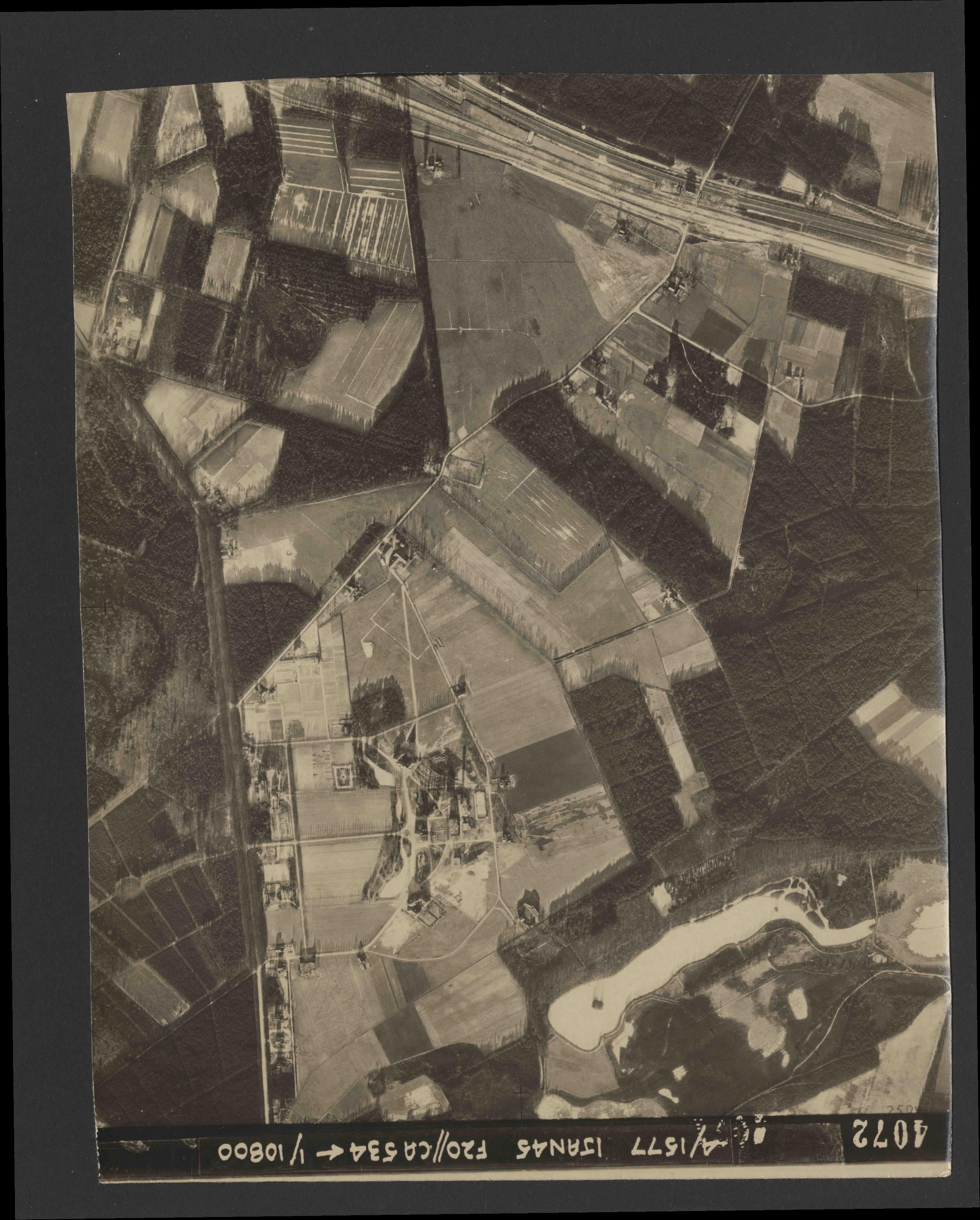 Collection RAF aerial photos 1940-1945 - flight 105, run 06, photo 4072
