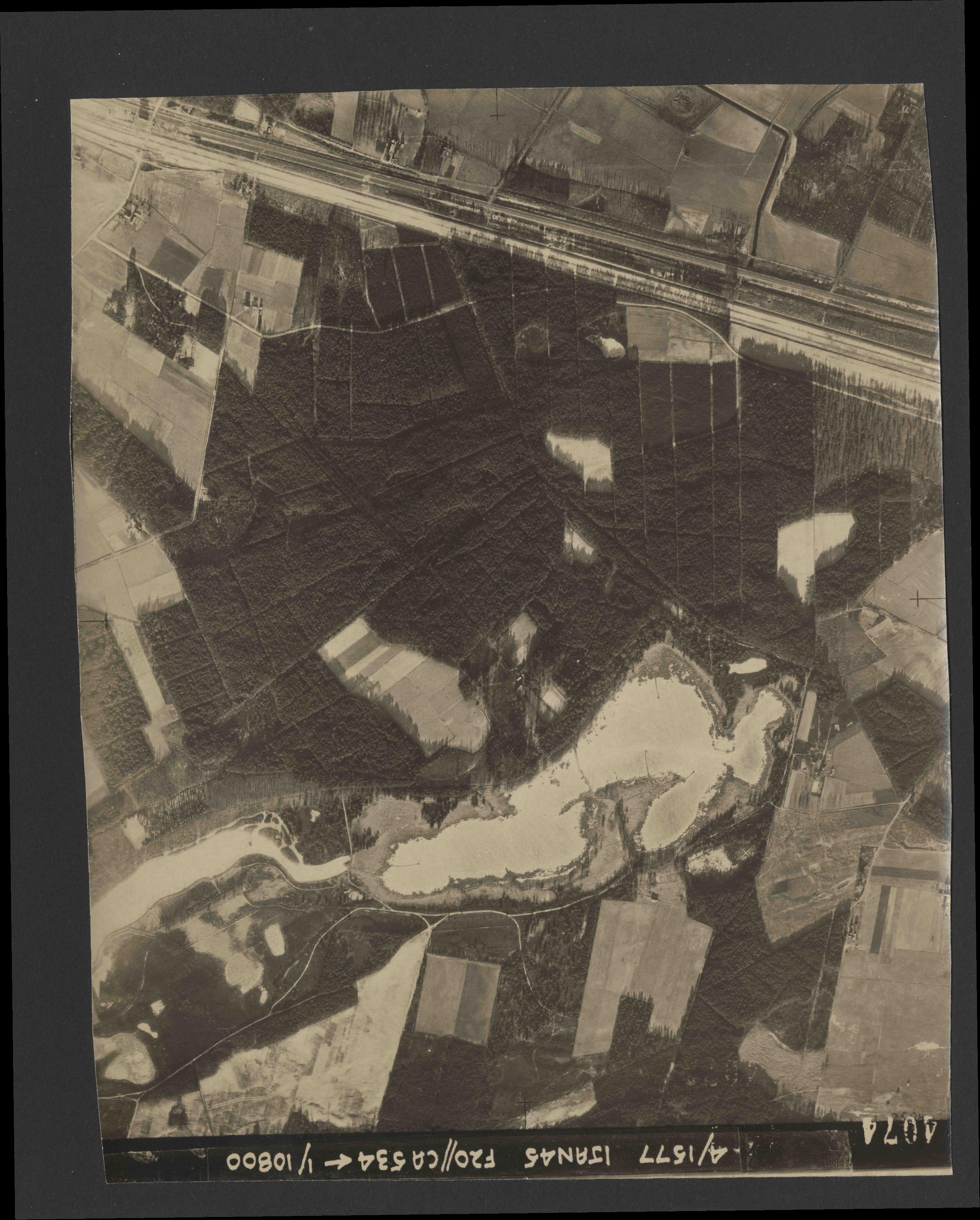 Collection RAF aerial photos 1940-1945 - flight 105, run 06, photo 4074