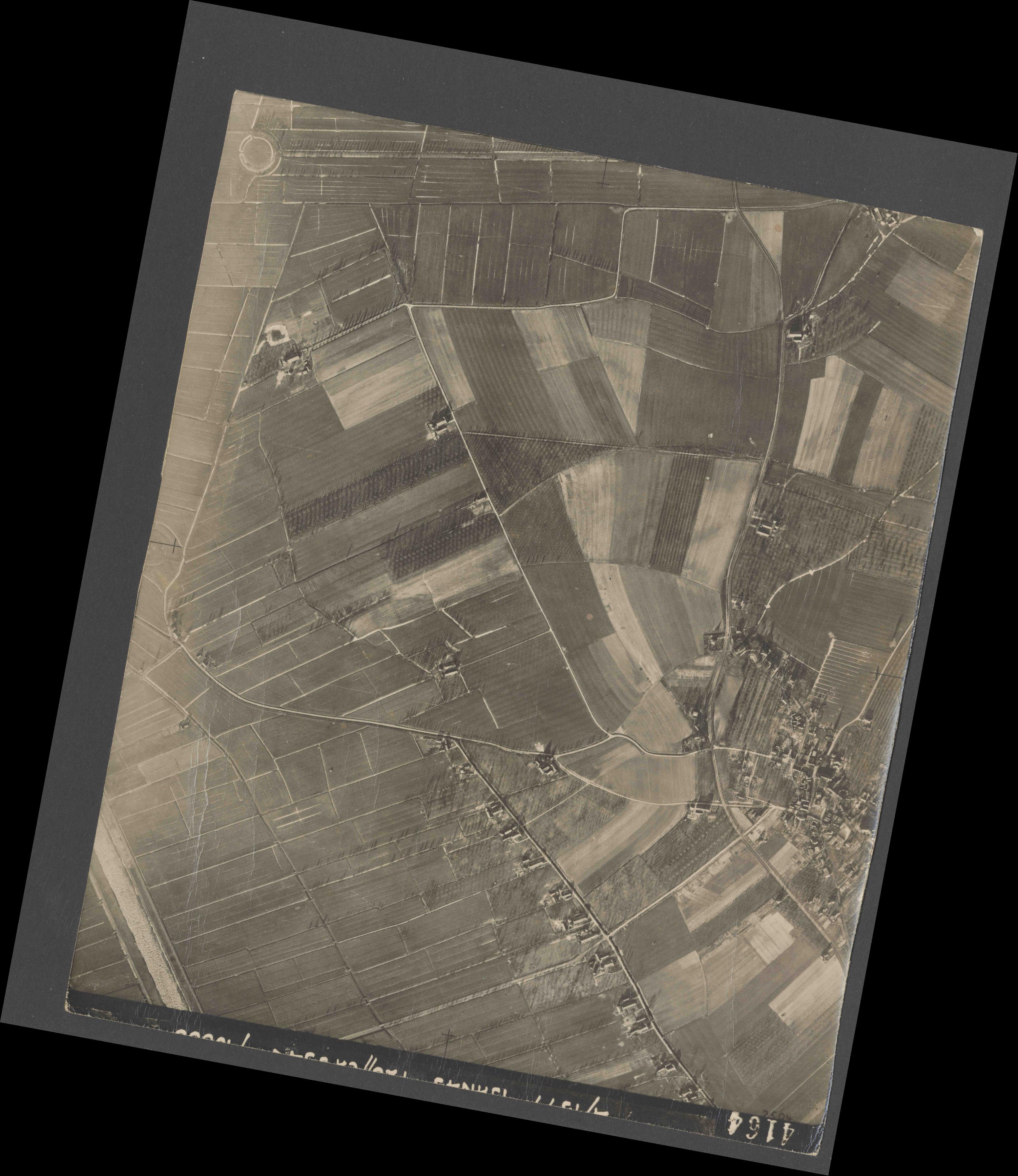 Collection RAF aerial photos 1940-1945 - flight 105, run 08, photo 4164