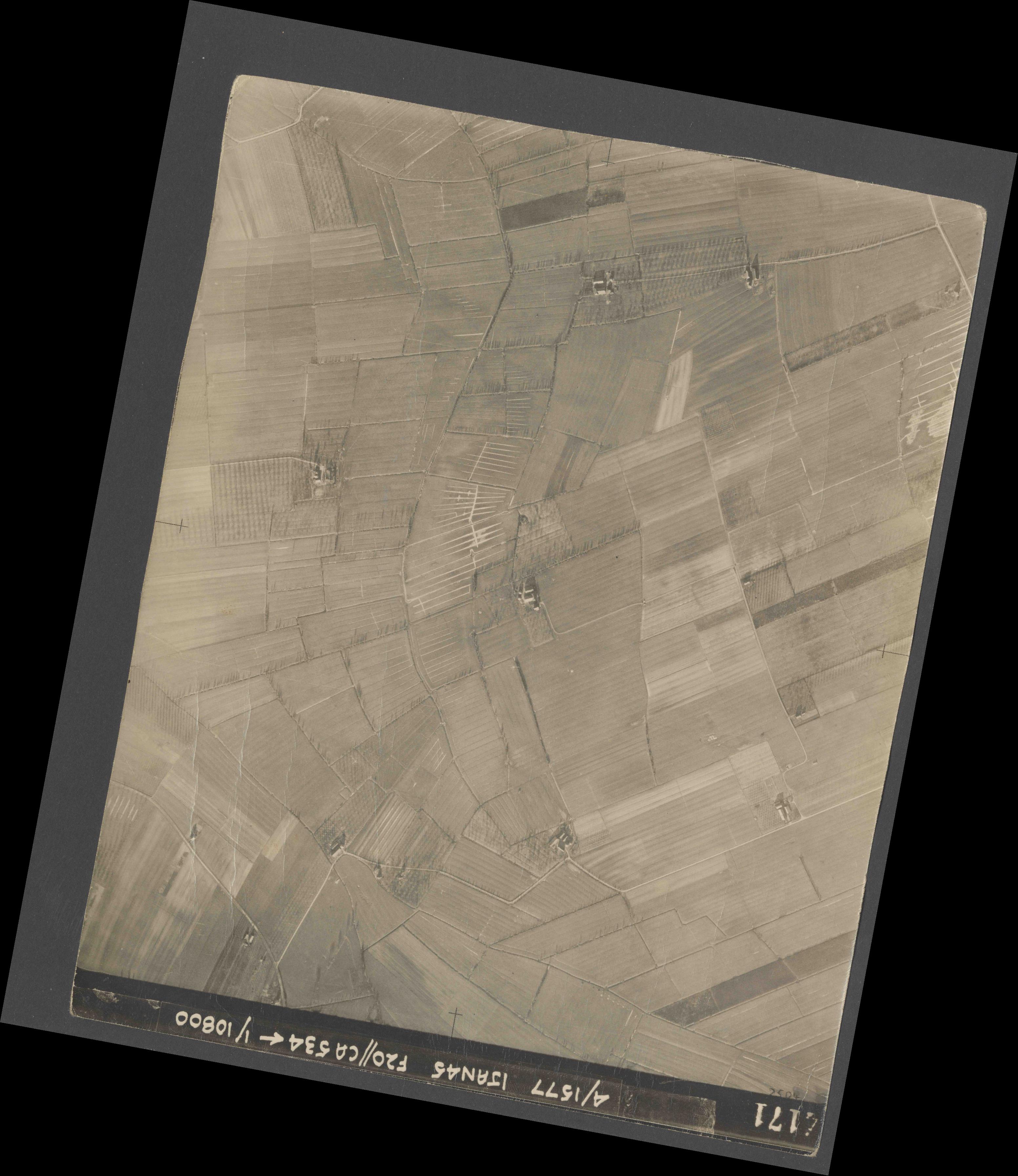 Collection RAF aerial photos 1940-1945 - flight 105, run 08, photo 4171