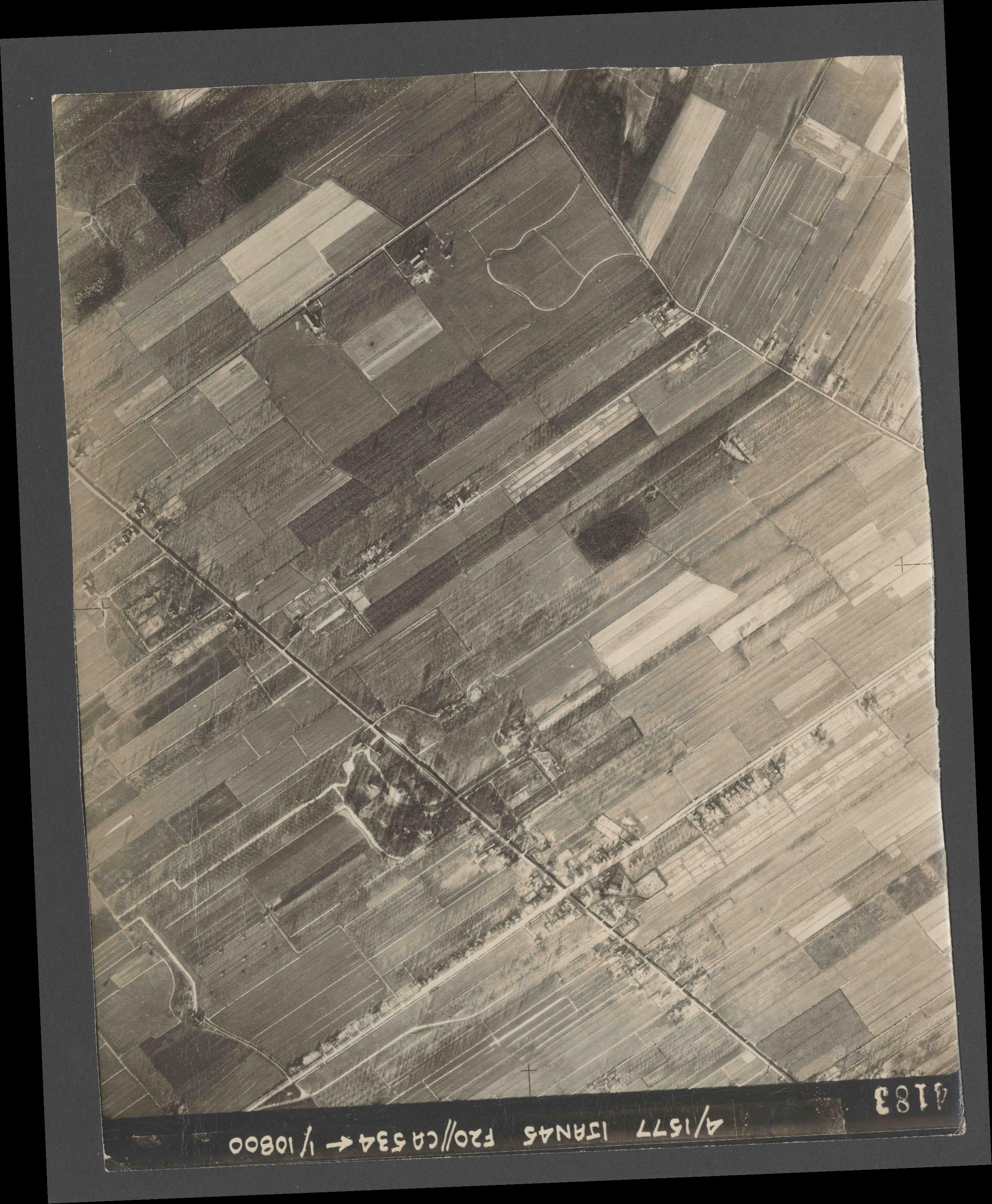 Collection RAF aerial photos 1940-1945 - flight 105, run 08, photo 4183