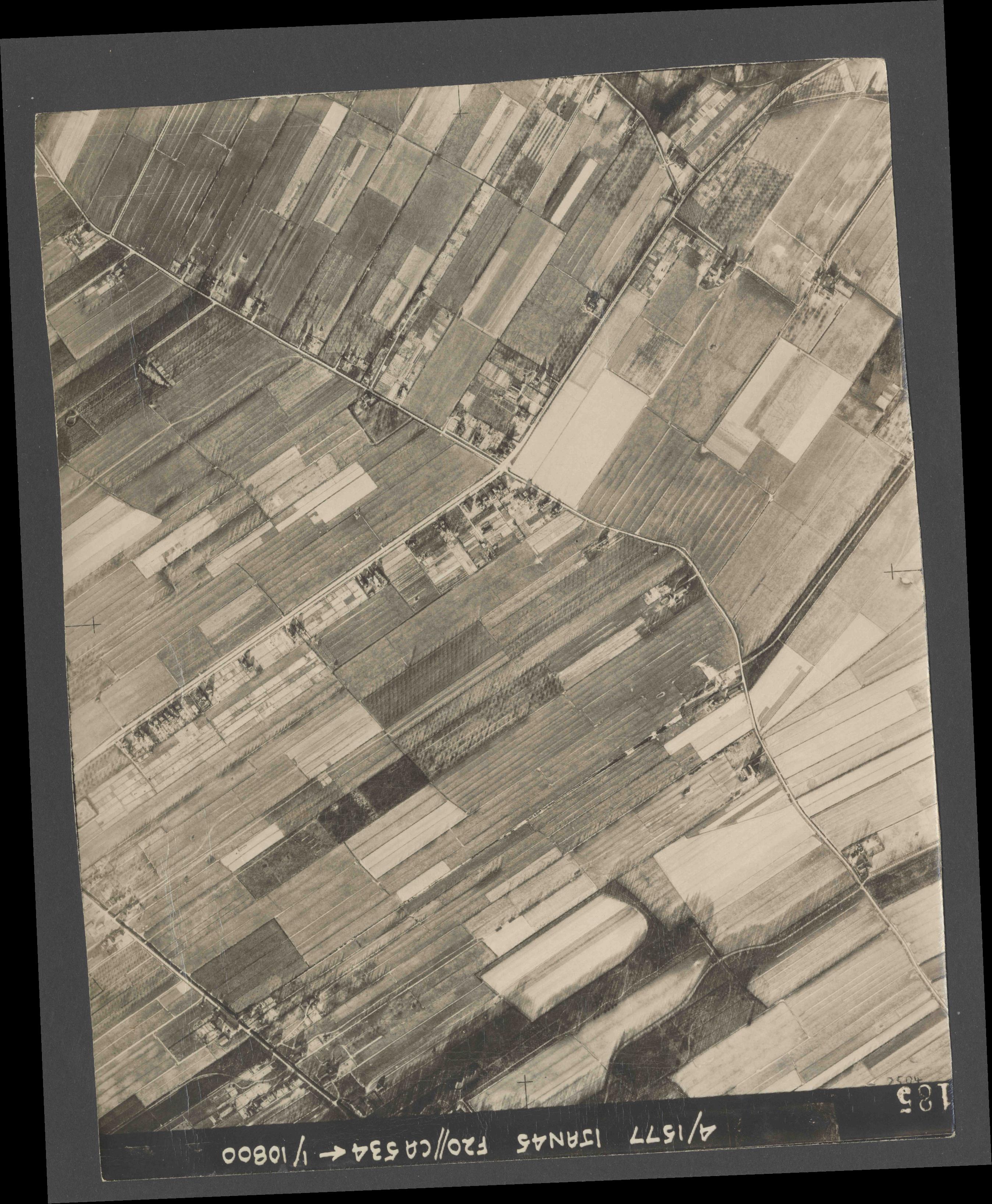 Collection RAF aerial photos 1940-1945 - flight 105, run 08, photo 4185
