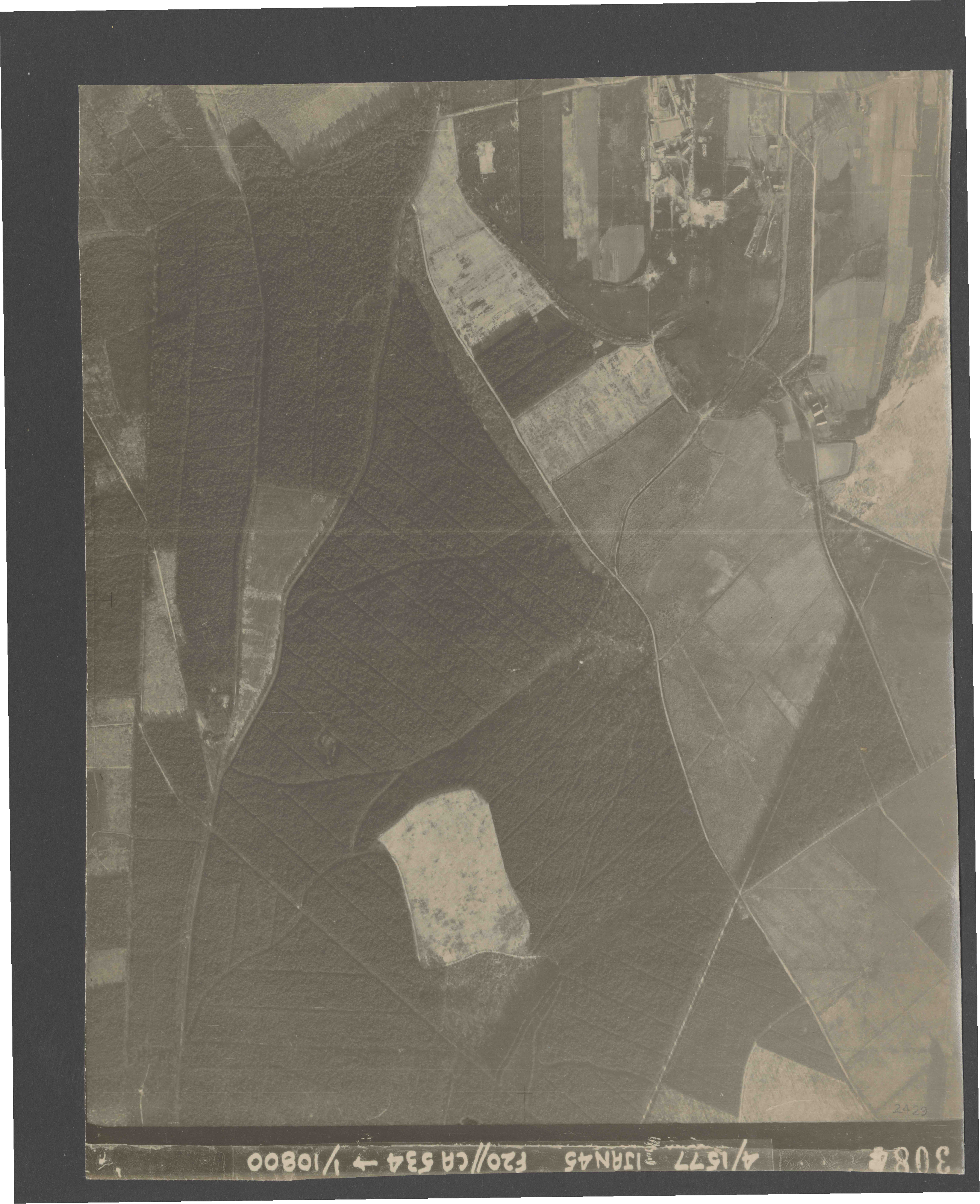 Collection RAF aerial photos 1940-1945 - flight 105, run 09, photo 3084
