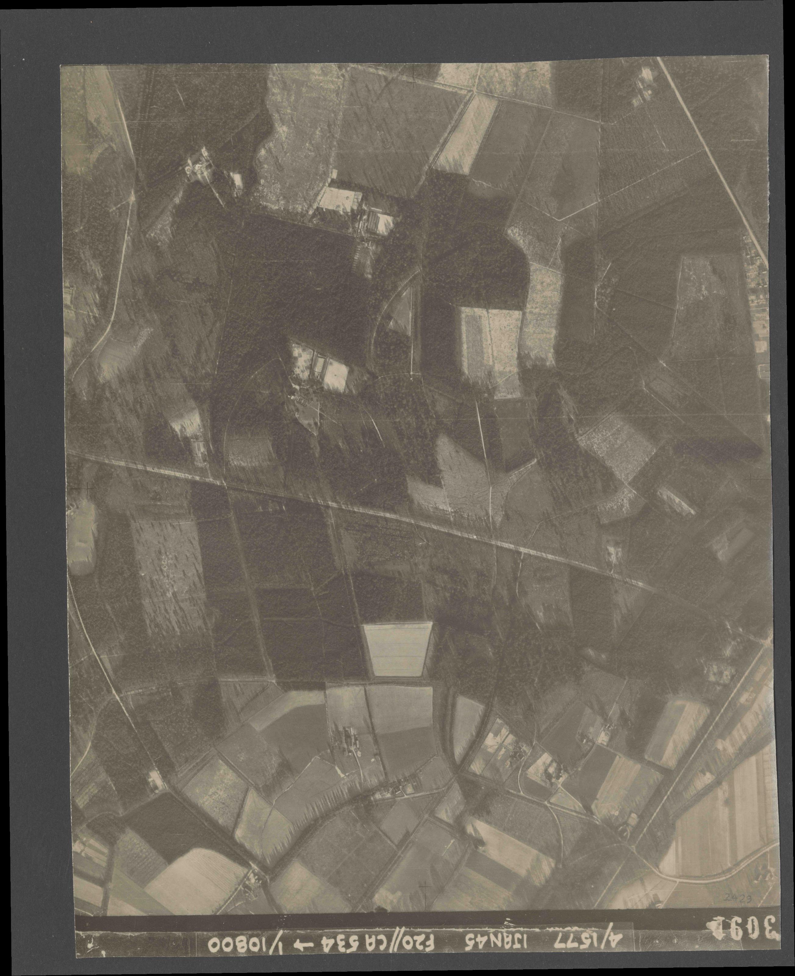 Collection RAF aerial photos 1940-1945 - flight 105, run 09, photo 3091