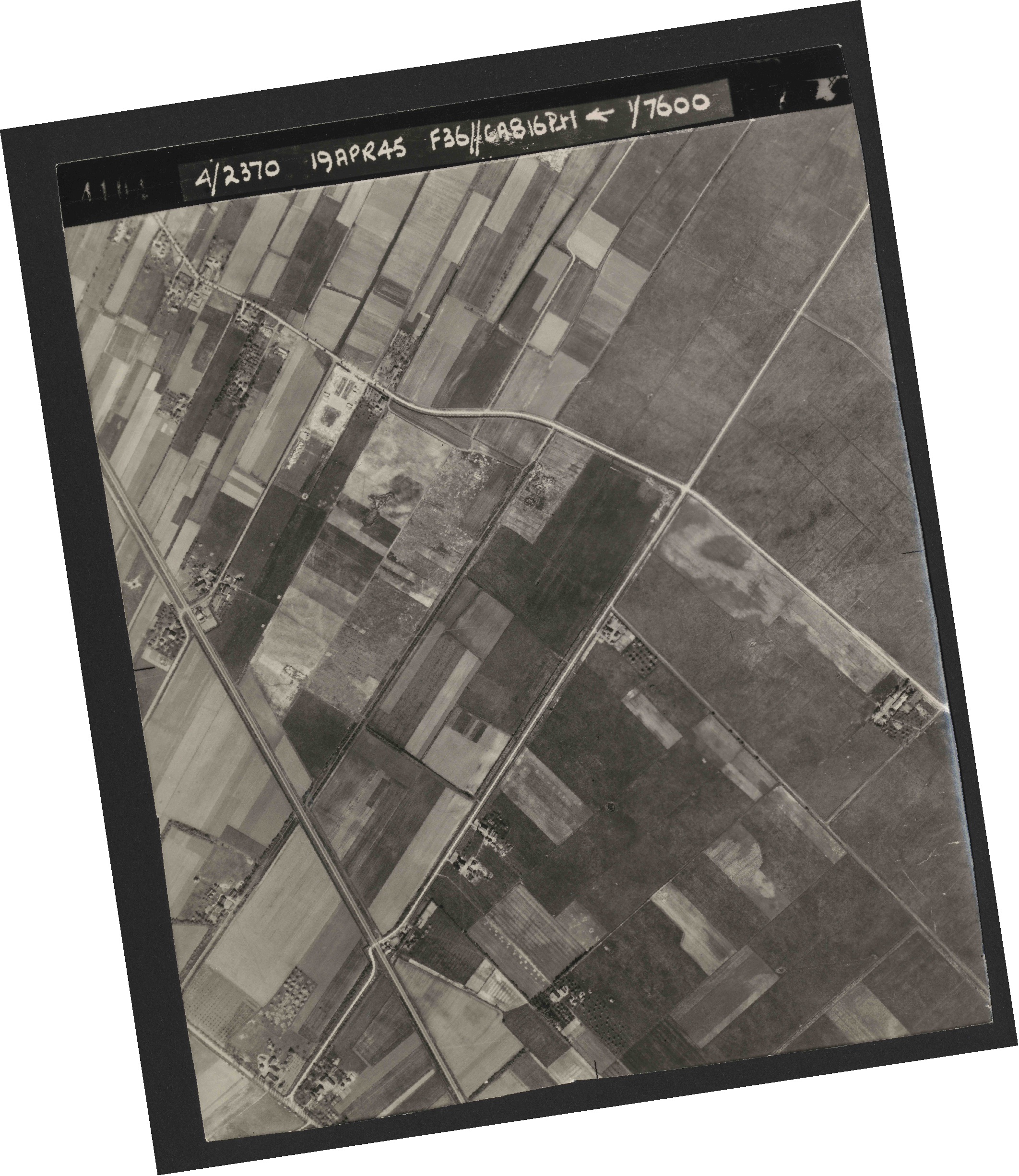 Collection RAF aerial photos 1940-1945 - flight 109, run 01, photo 4104