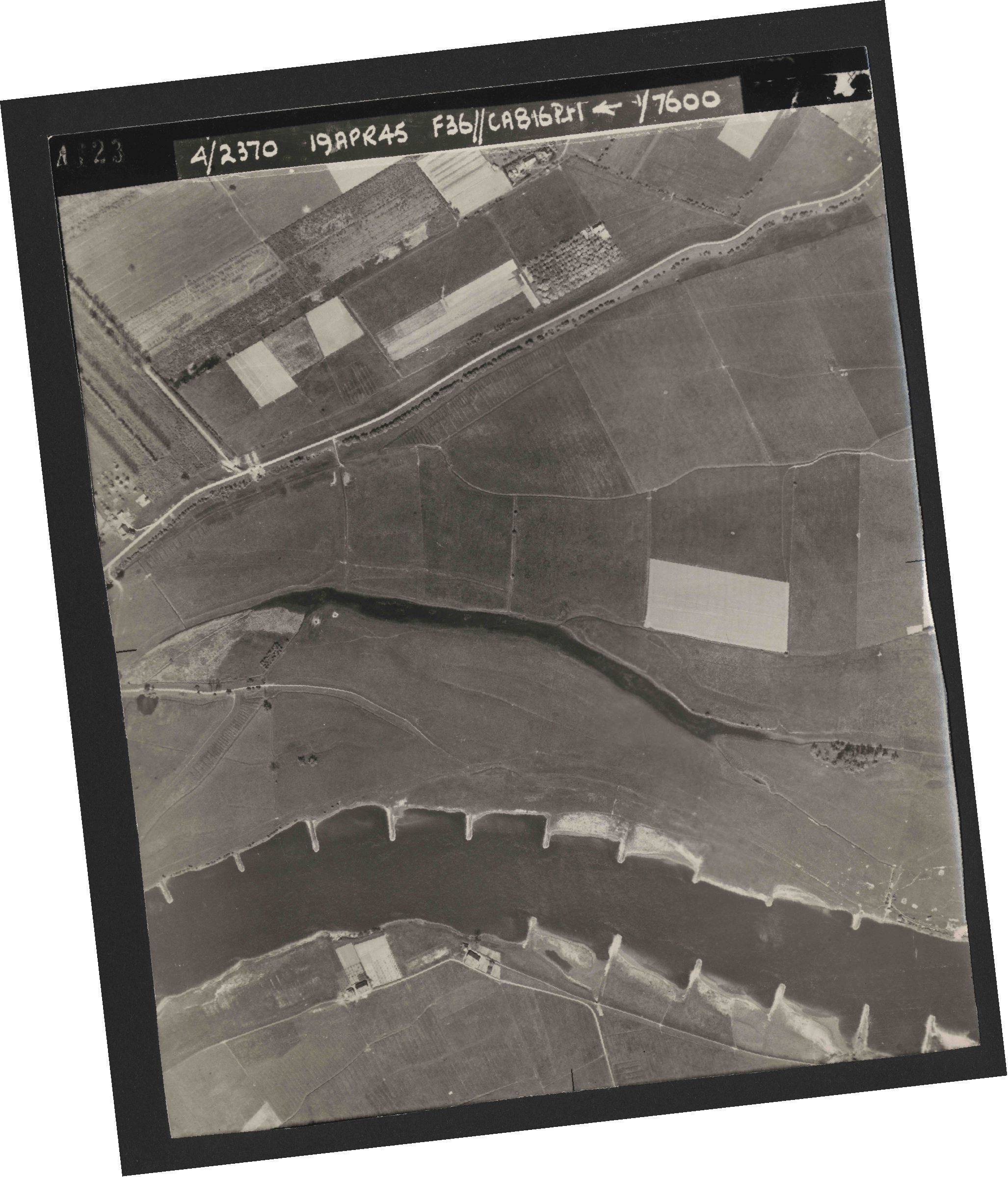 Collection RAF aerial photos 1940-1945 - flight 109, run 01, photo 4123