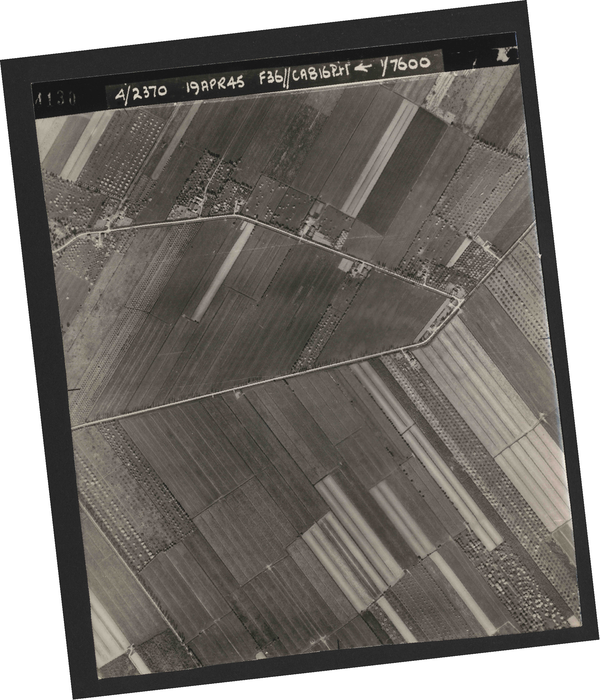 Collection RAF aerial photos 1940-1945 - flight 109, run 01, photo 4130