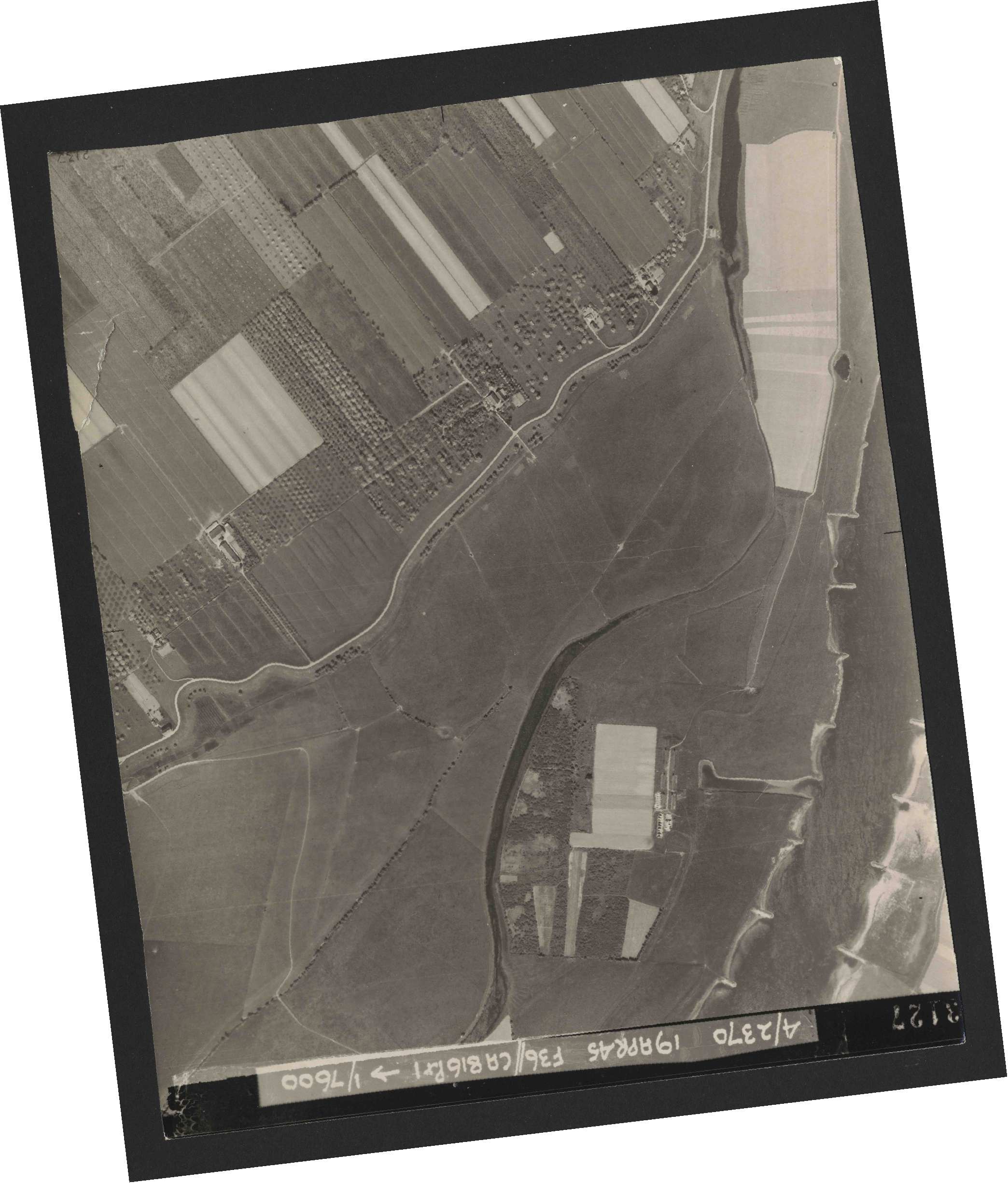 Collection RAF aerial photos 1940-1945 - flight 109, run 04, photo 3127