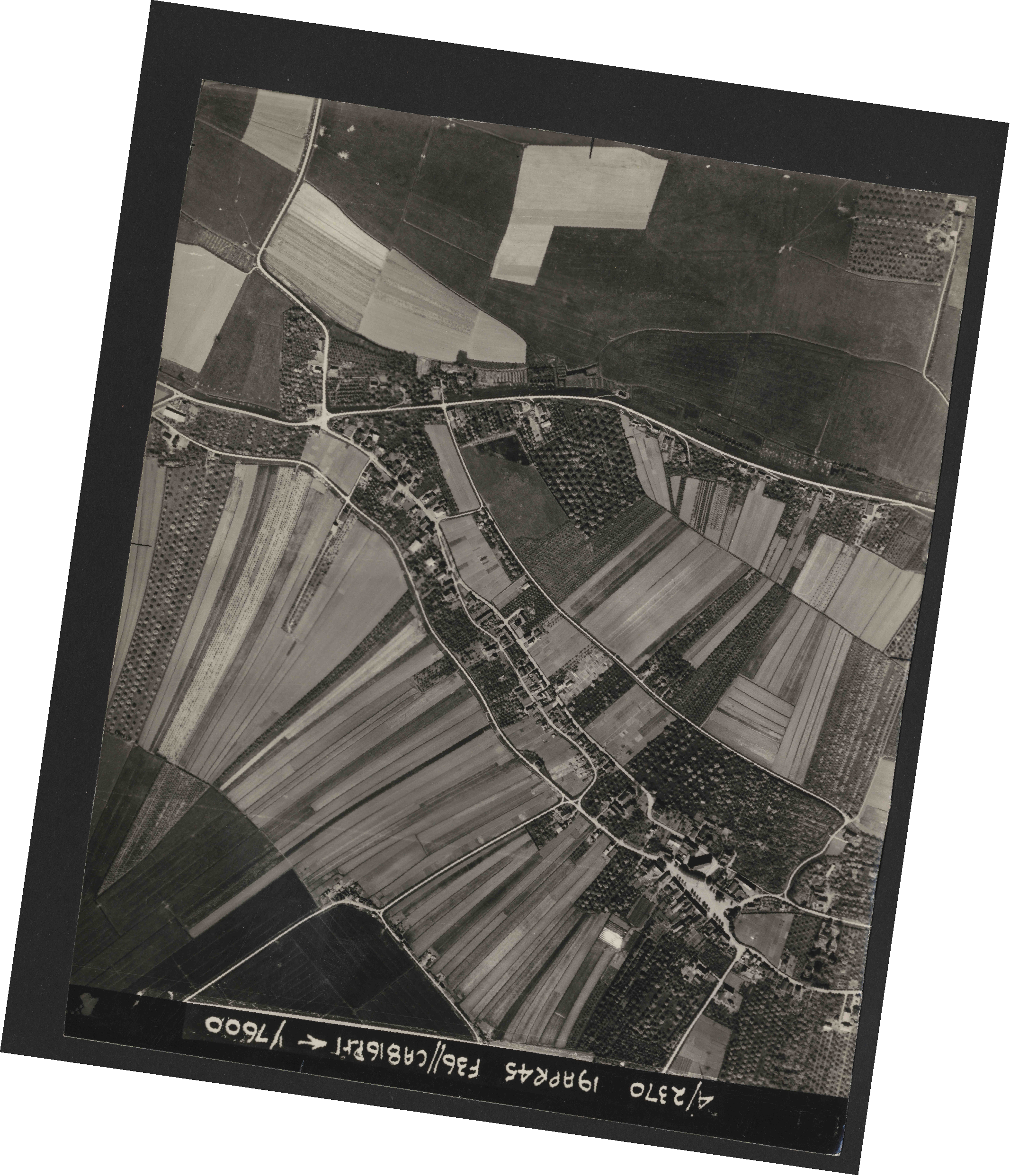 Collection RAF aerial photos 1940-1945 - flight 109, run 05, photo 4154