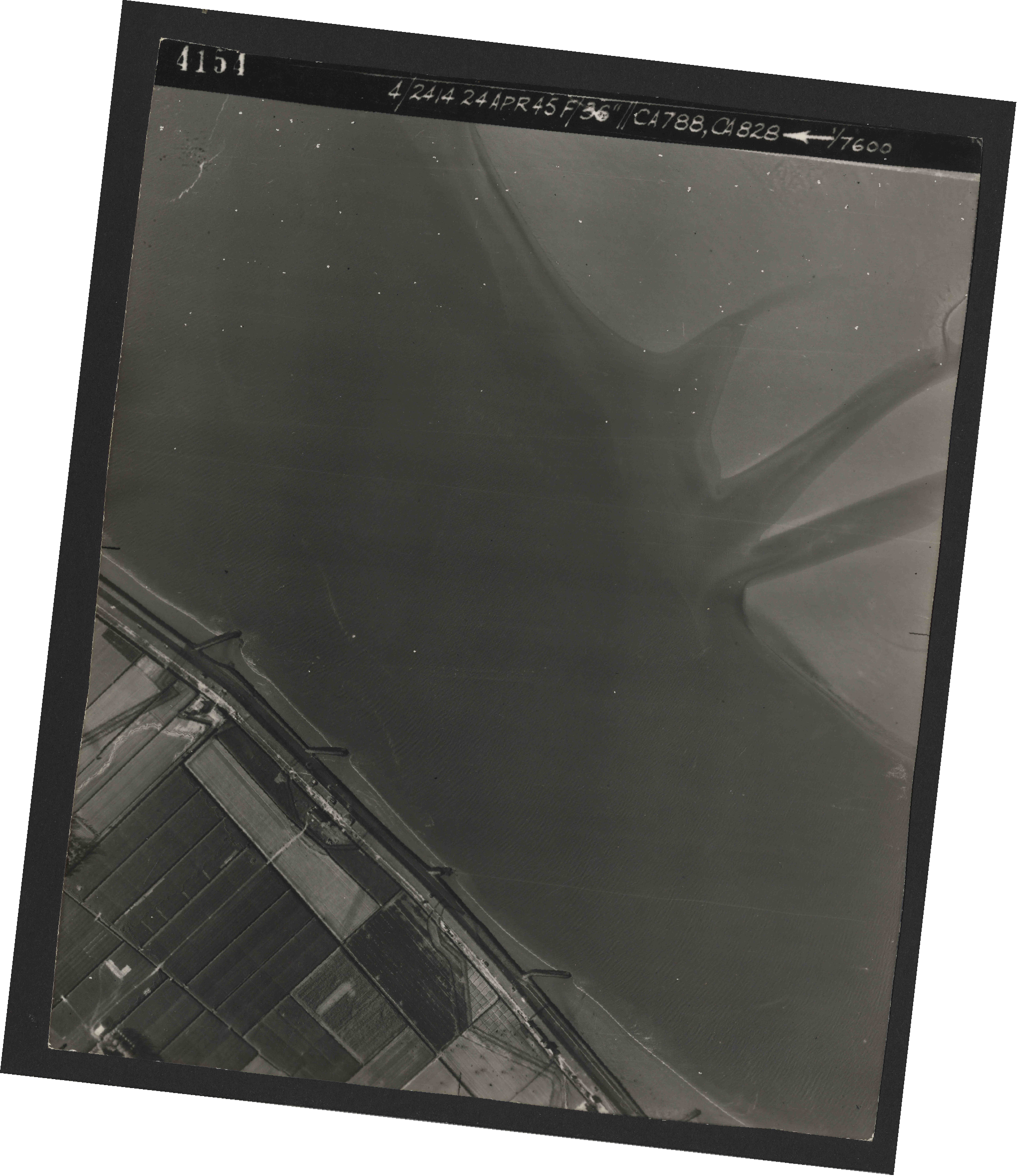 Collection RAF aerial photos 1940-1945 - flight 111, run 01, photo 4154