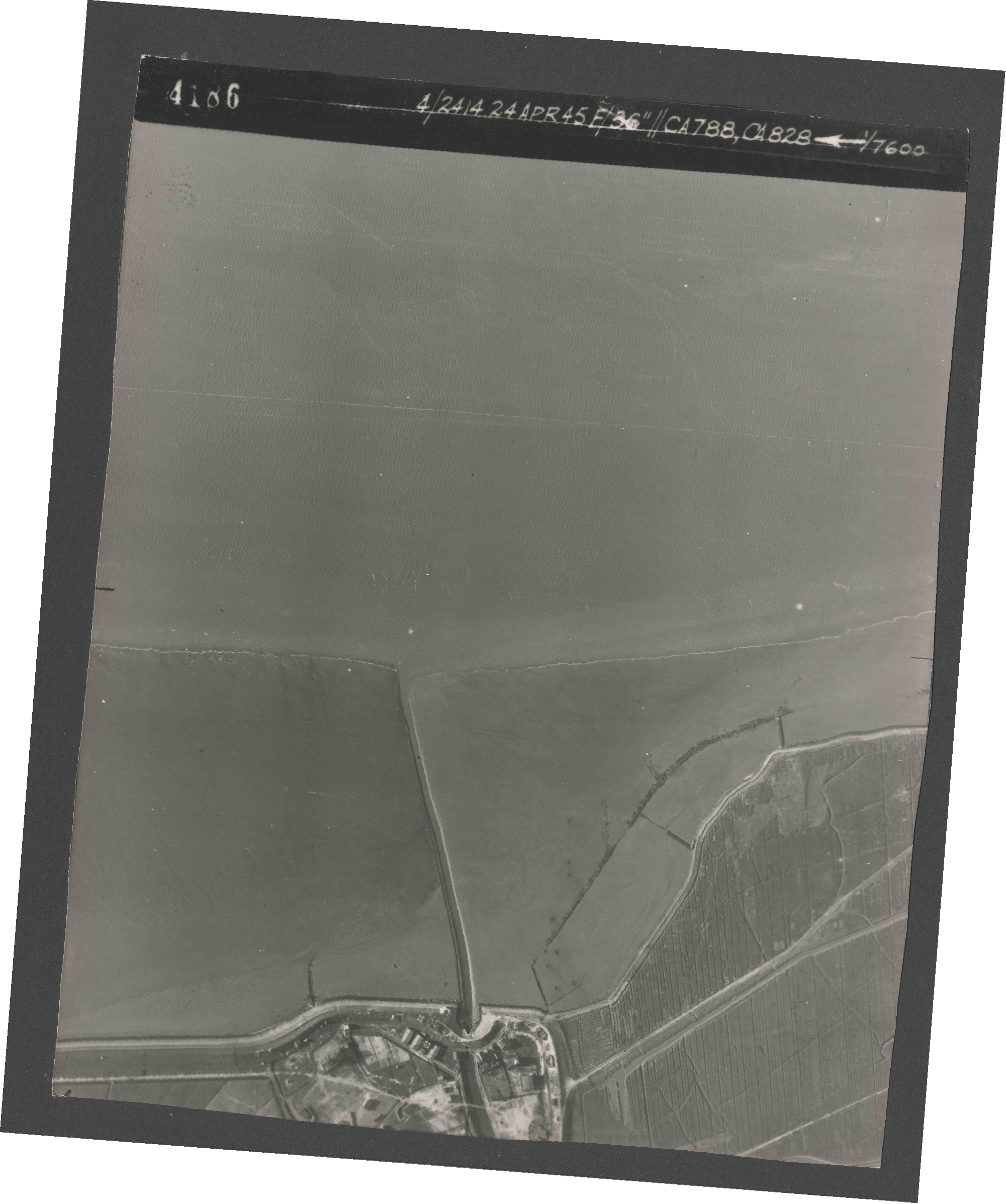Collection RAF aerial photos 1940-1945 - flight 111, run 04, photo 4186
