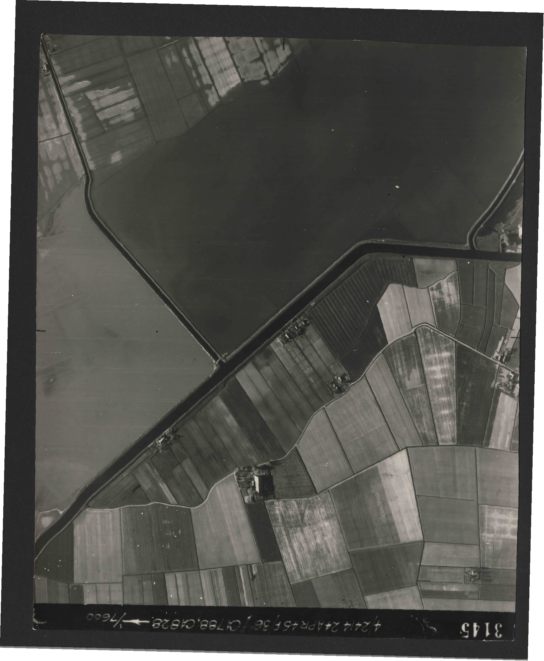Collection RAF aerial photos 1940-1945 - flight 111, run 08, photo 3145