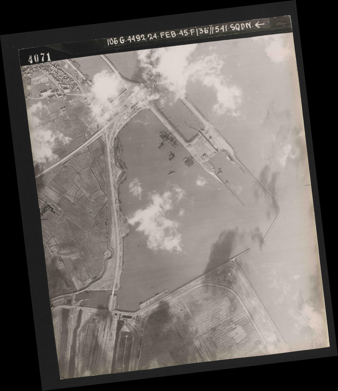 Collection RAF aerial photos 1940-1945 - flight 112, run 05, photo 4071