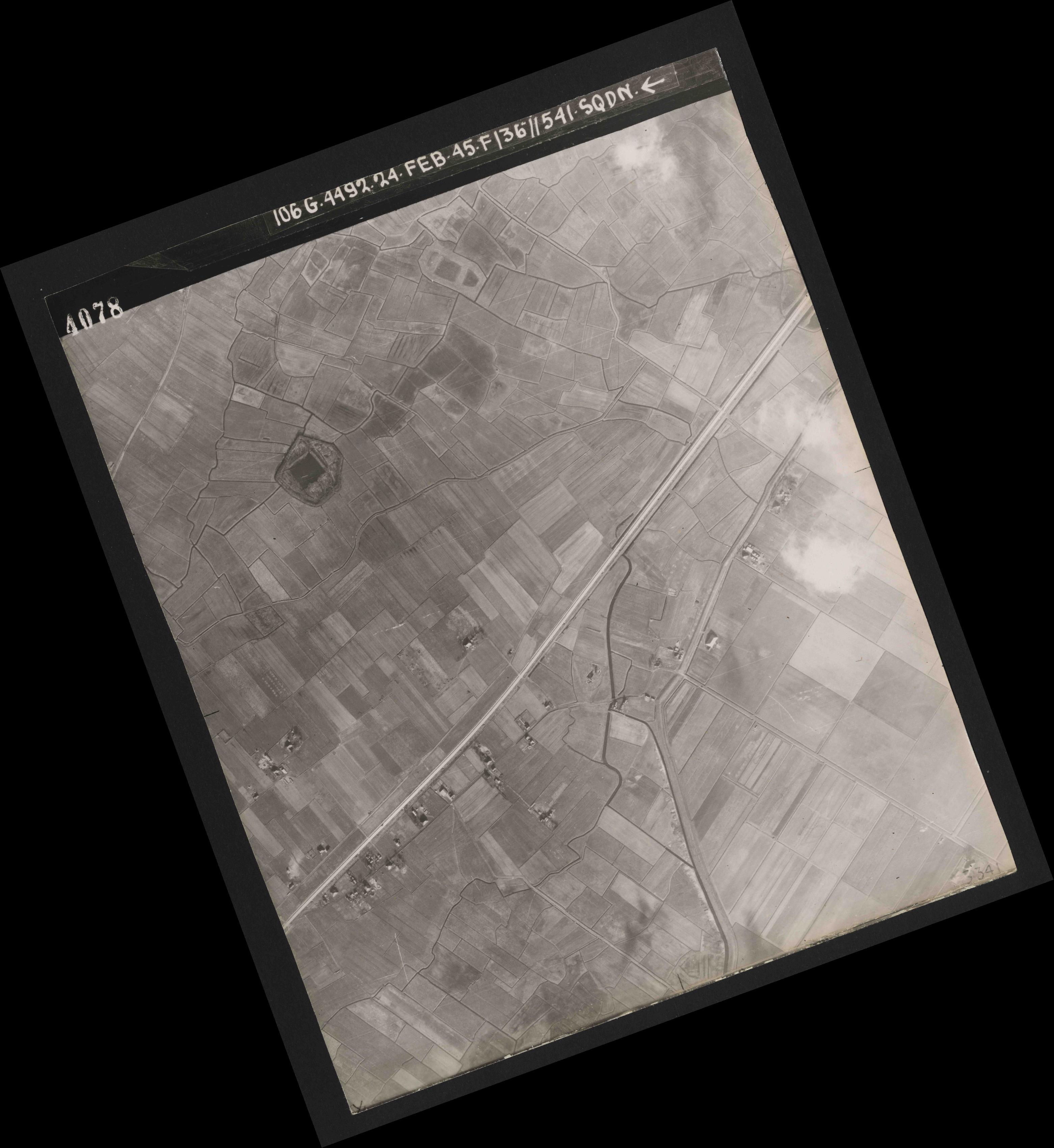Collection RAF aerial photos 1940-1945 - flight 112, run 05, photo 4078