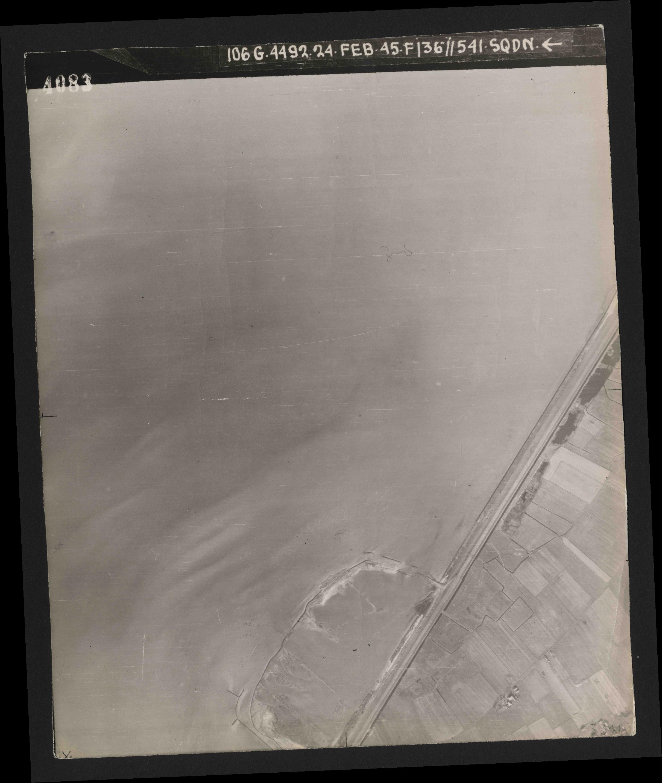 Collection RAF aerial photos 1940-1945 - flight 112, run 05, photo 4083