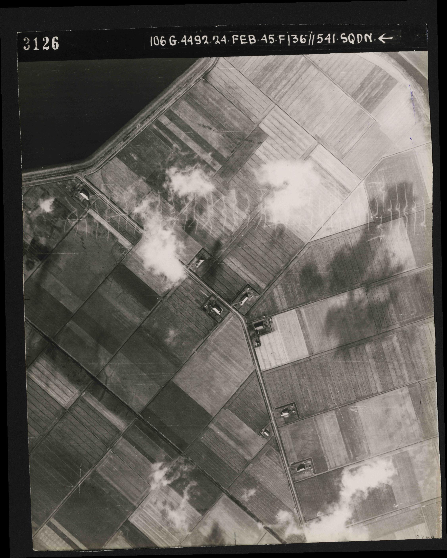Collection RAF aerial photos 1940-1945 - flight 112, run 11, photo 3126