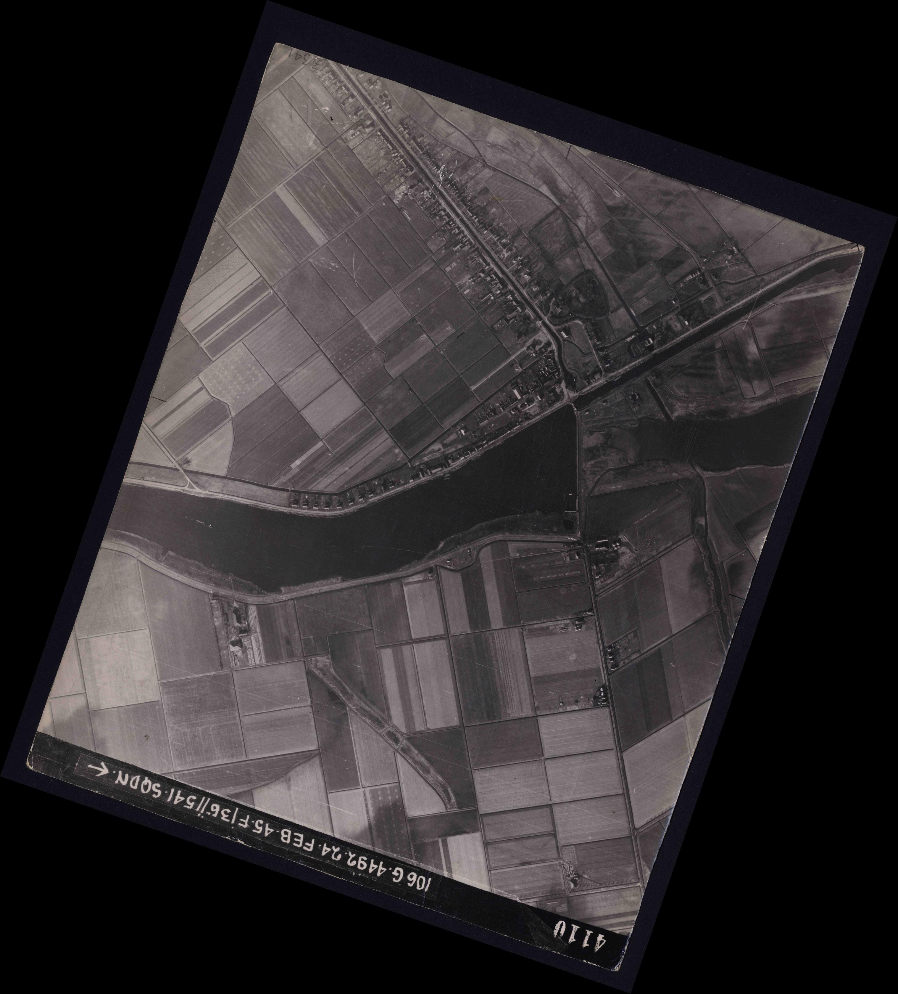 Collection RAF aerial photos 1940-1945 - flight 112, run 12, photo 4110