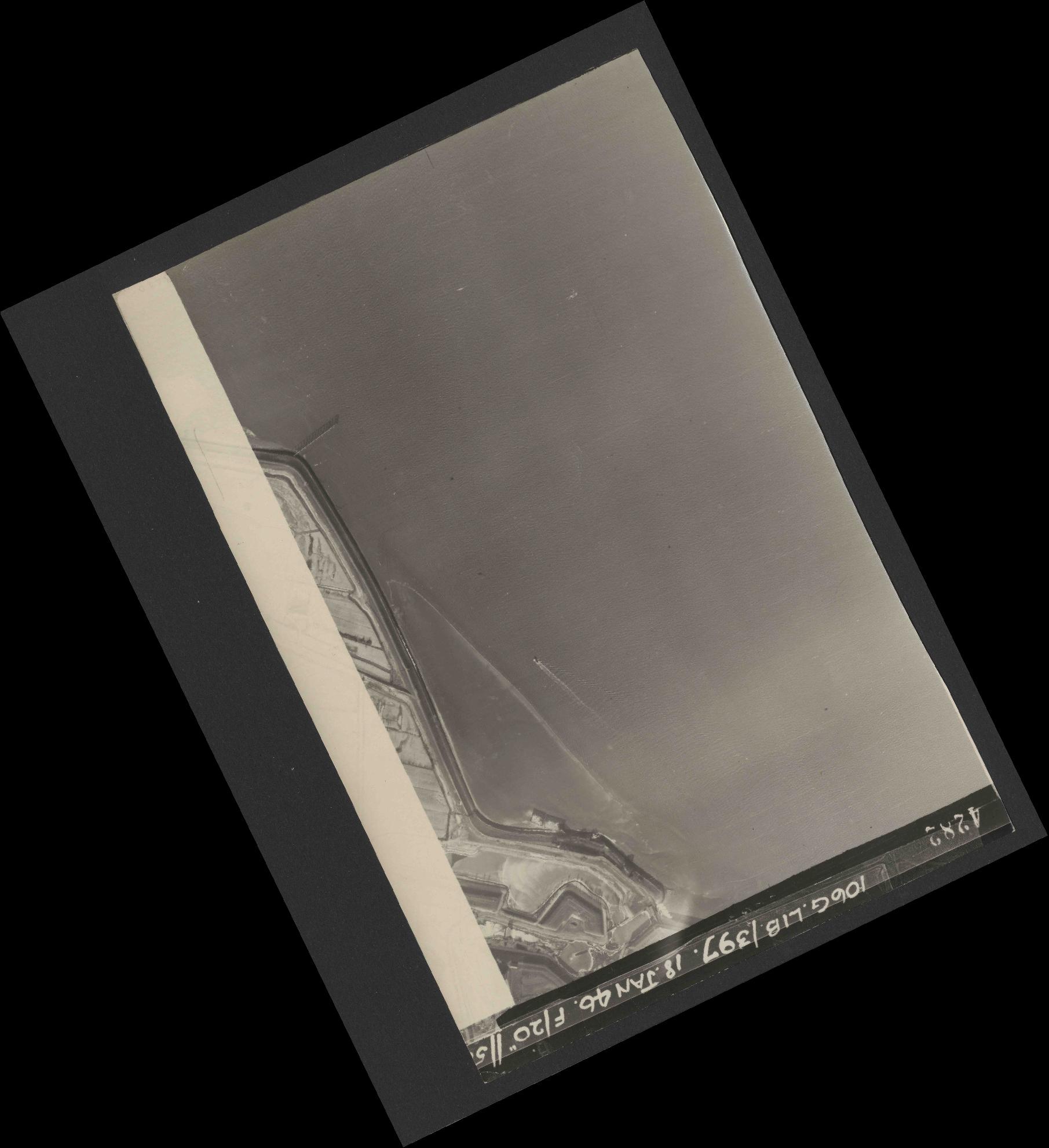 Collection RAF aerial photos 1940-1945 - flight 118, run 14, photo 4282