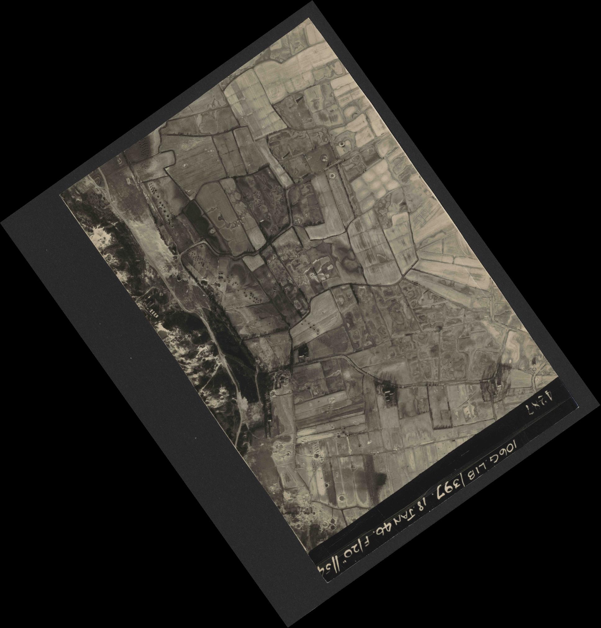 Collection RAF aerial photos 1940-1945 - flight 118, run 15, photo 4287