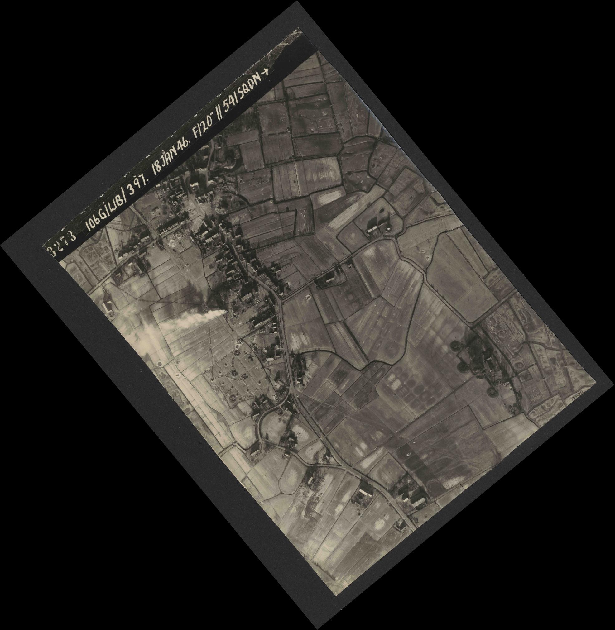 Collection RAF aerial photos 1940-1945 - flight 118, run 17, photo 3273