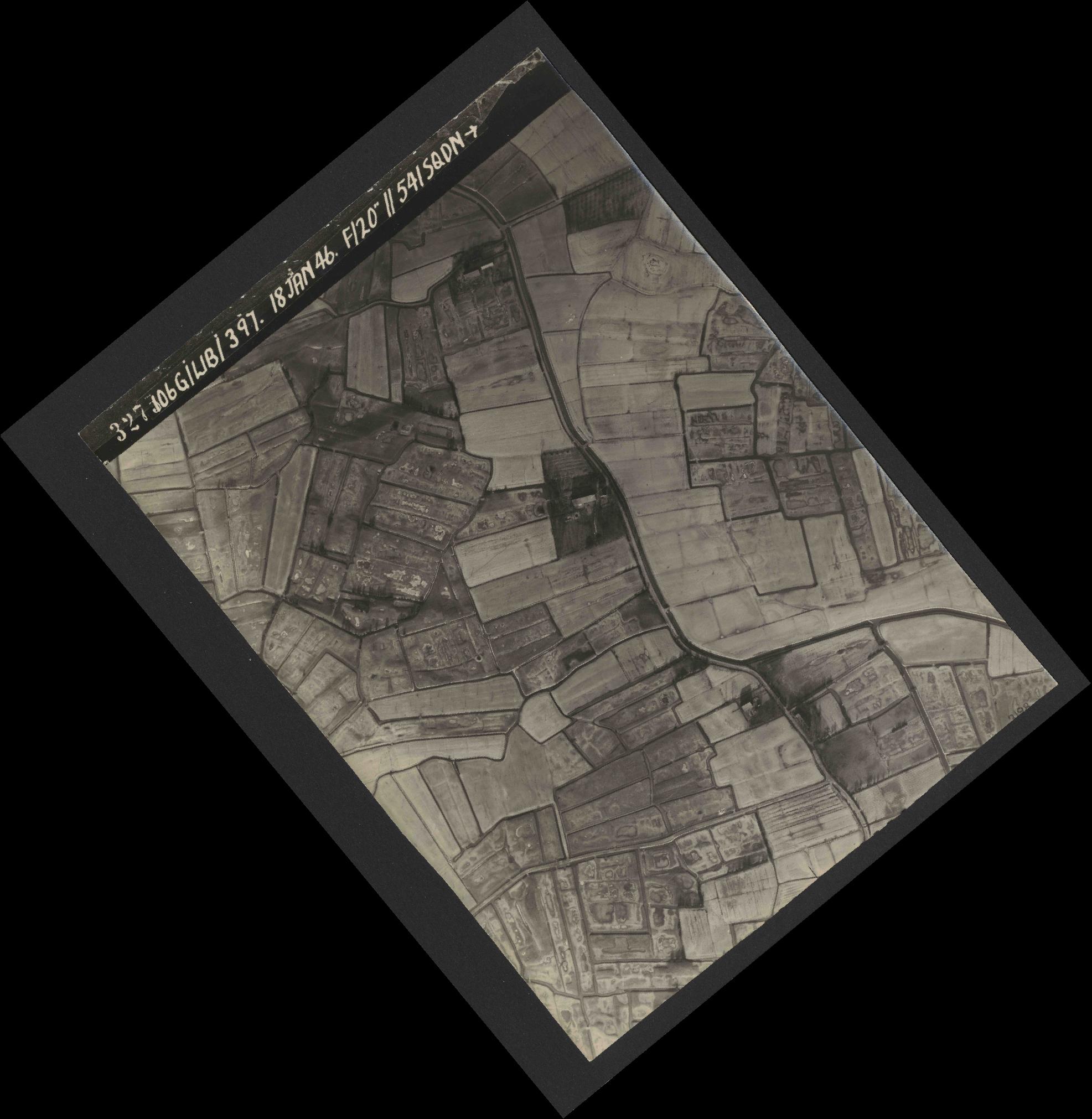 Collection RAF aerial photos 1940-1945 - flight 118, run 17, photo 3275