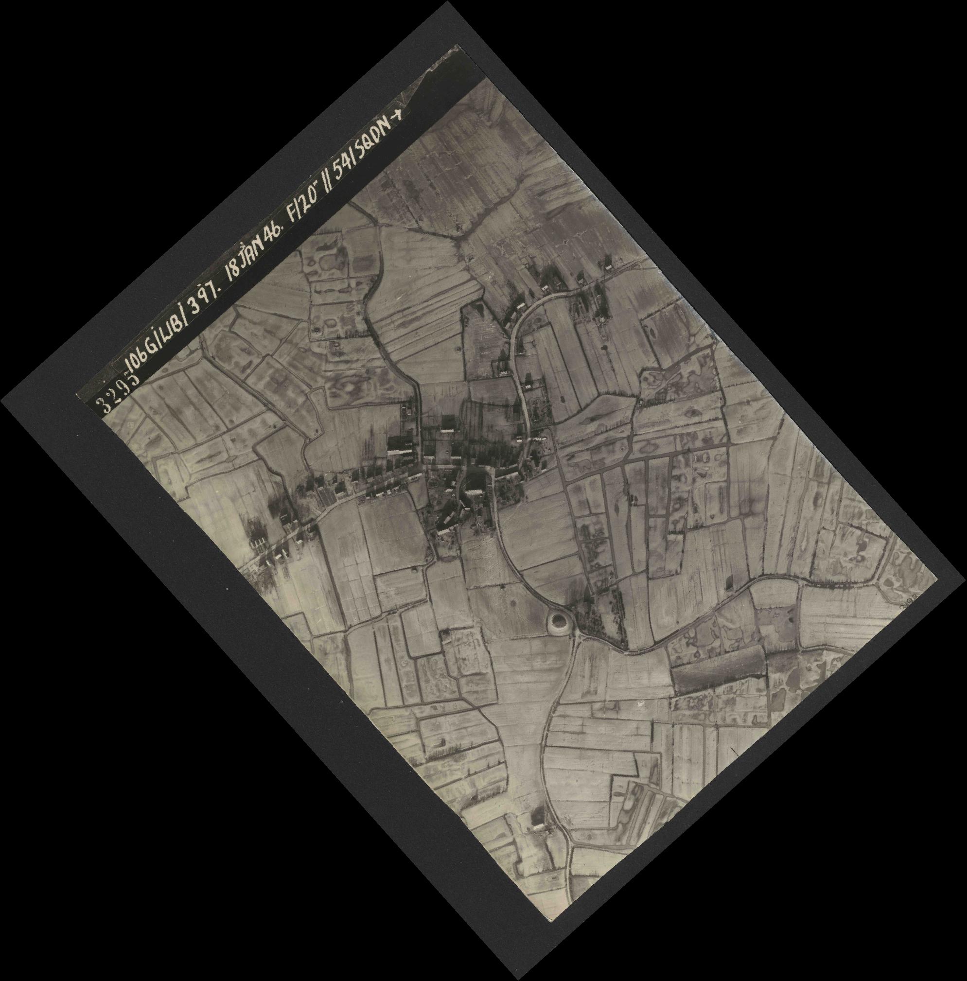 Collection RAF aerial photos 1940-1945 - flight 118, run 17, photo 3295