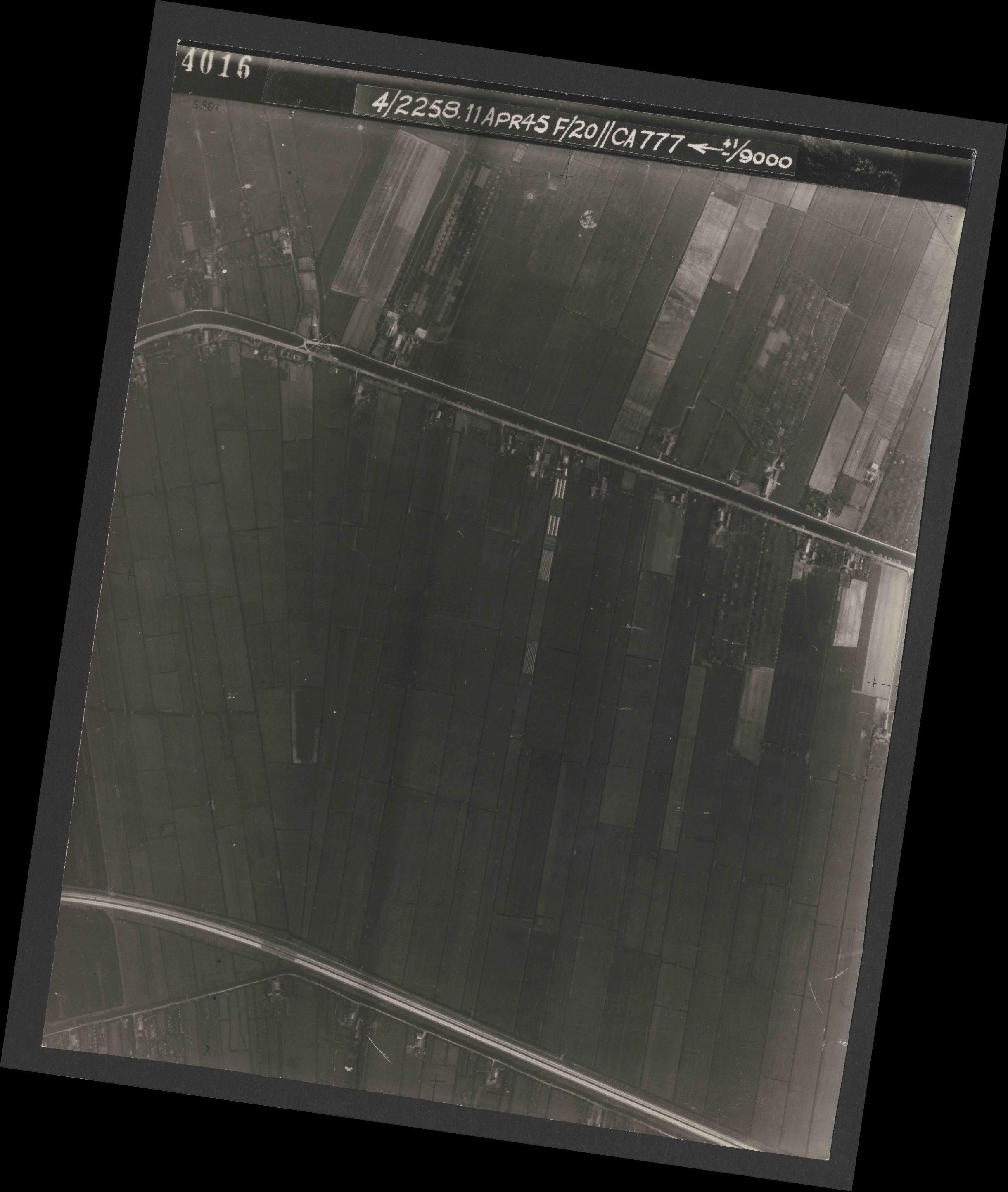 Collection RAF aerial photos 1940-1945 - flight 119, run 01, photo 4016