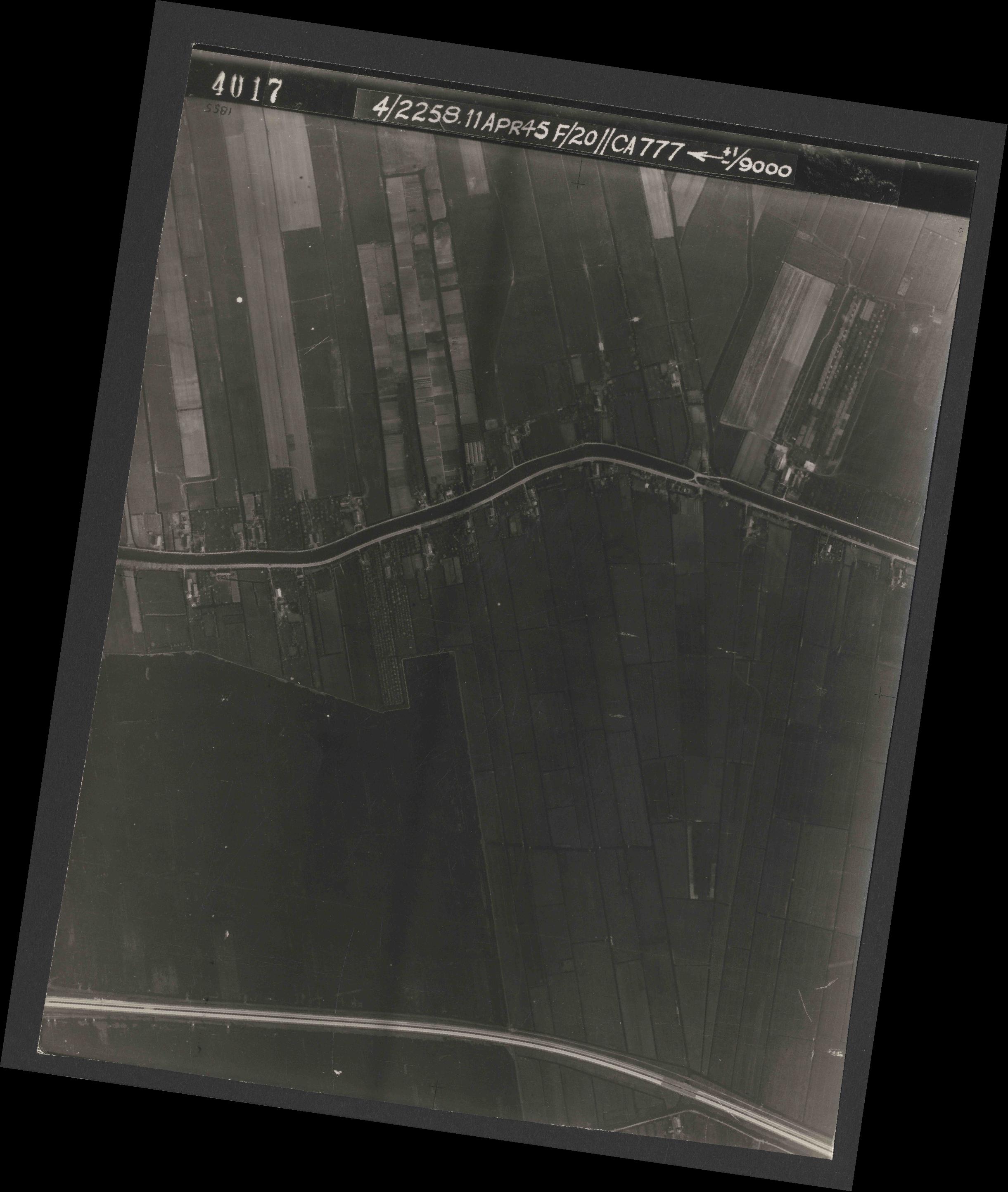 Collection RAF aerial photos 1940-1945 - flight 119, run 01, photo 4017