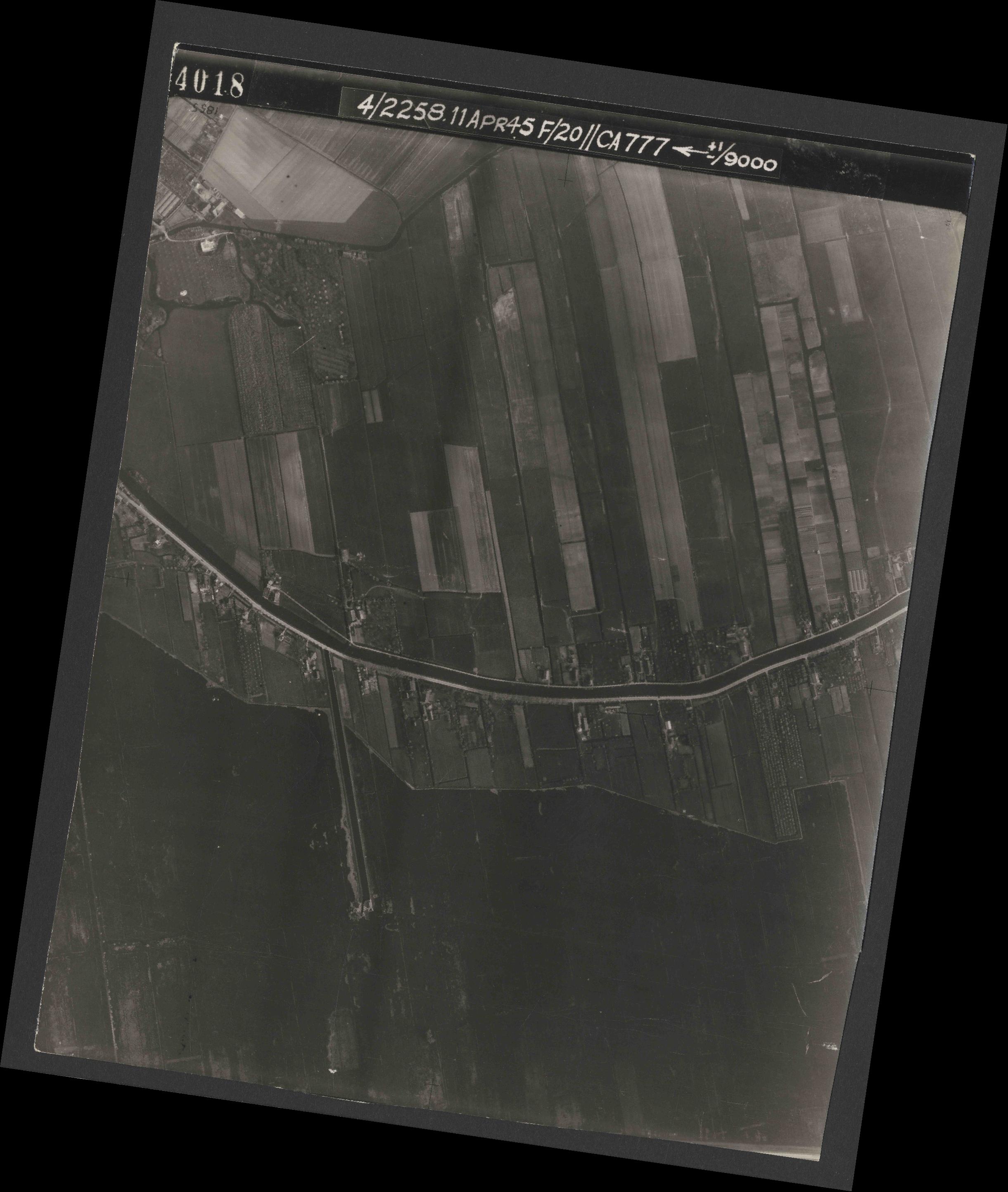 Collection RAF aerial photos 1940-1945 - flight 119, run 01, photo 4018