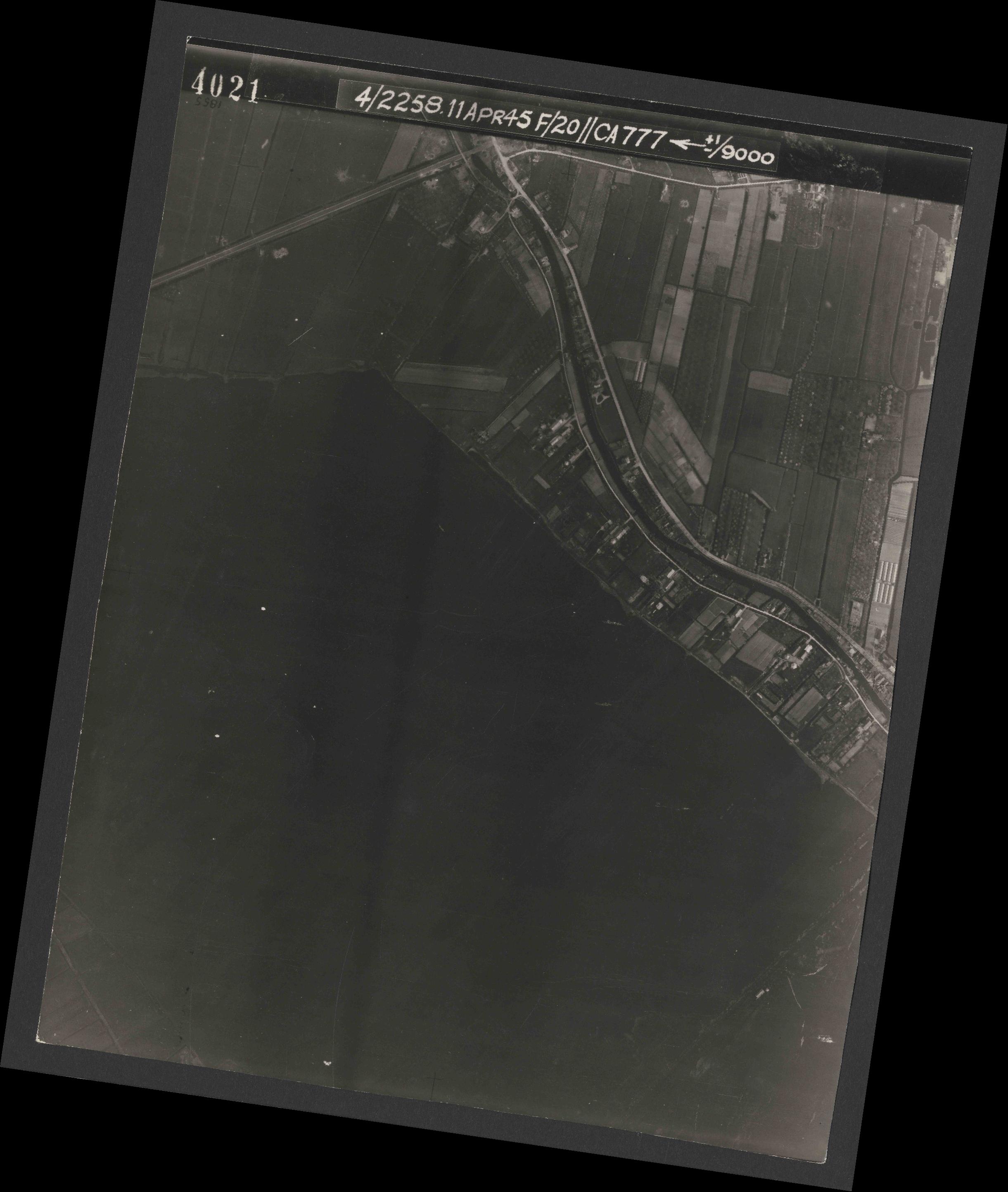 Collection RAF aerial photos 1940-1945 - flight 119, run 01, photo 4021