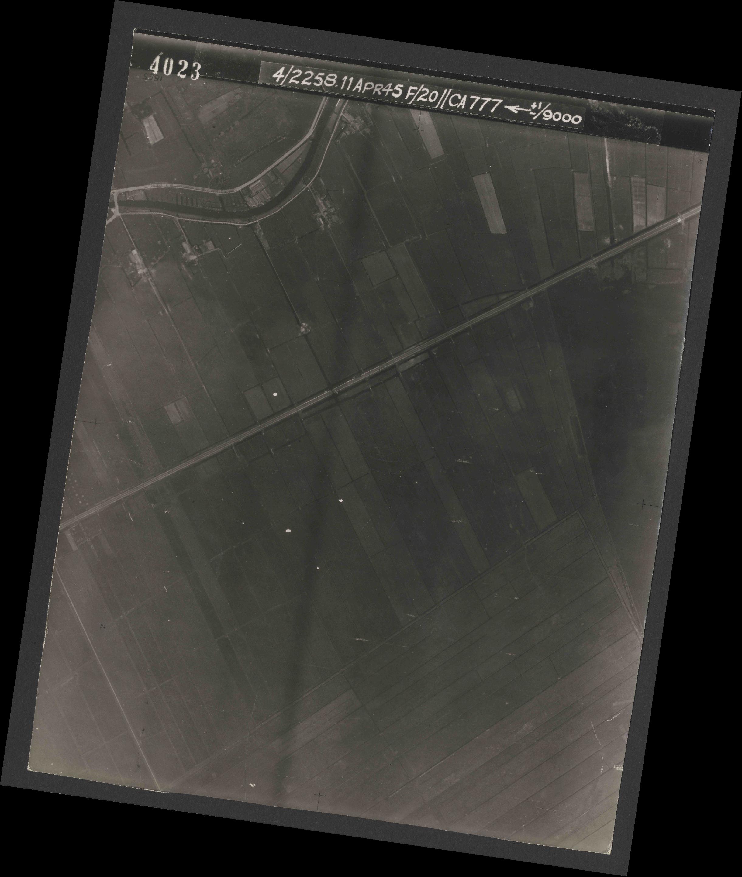 Collection RAF aerial photos 1940-1945 - flight 119, run 01, photo 4023