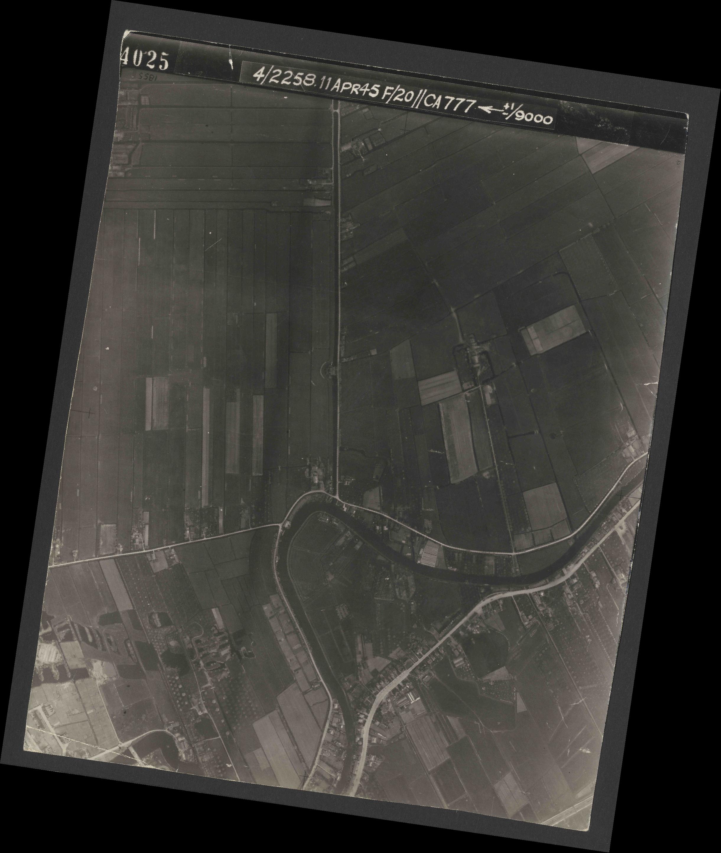 Collection RAF aerial photos 1940-1945 - flight 119, run 01, photo 4025