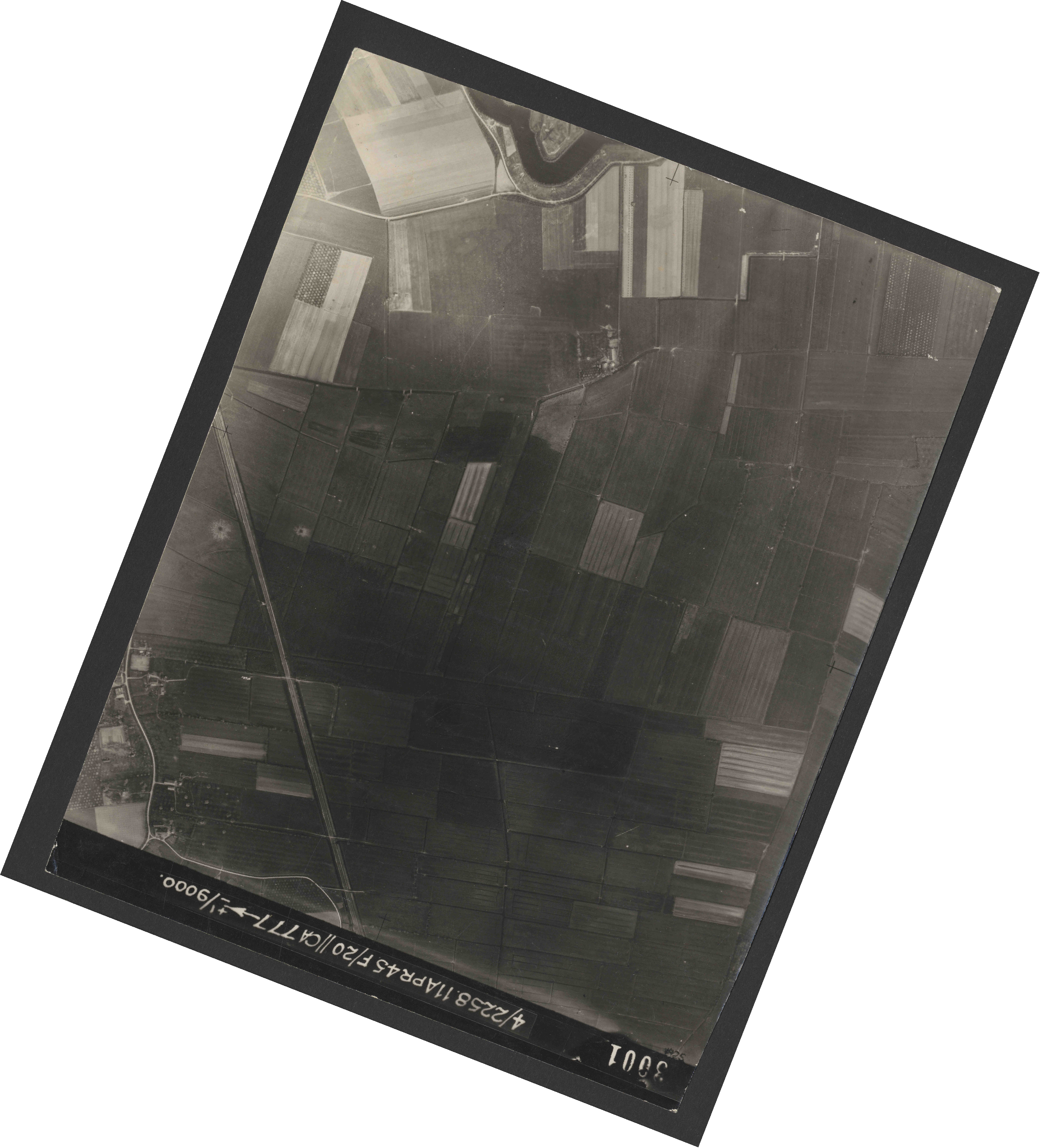 Collection RAF aerial photos 1940-1945 - flight 119, run 02, photo 3001