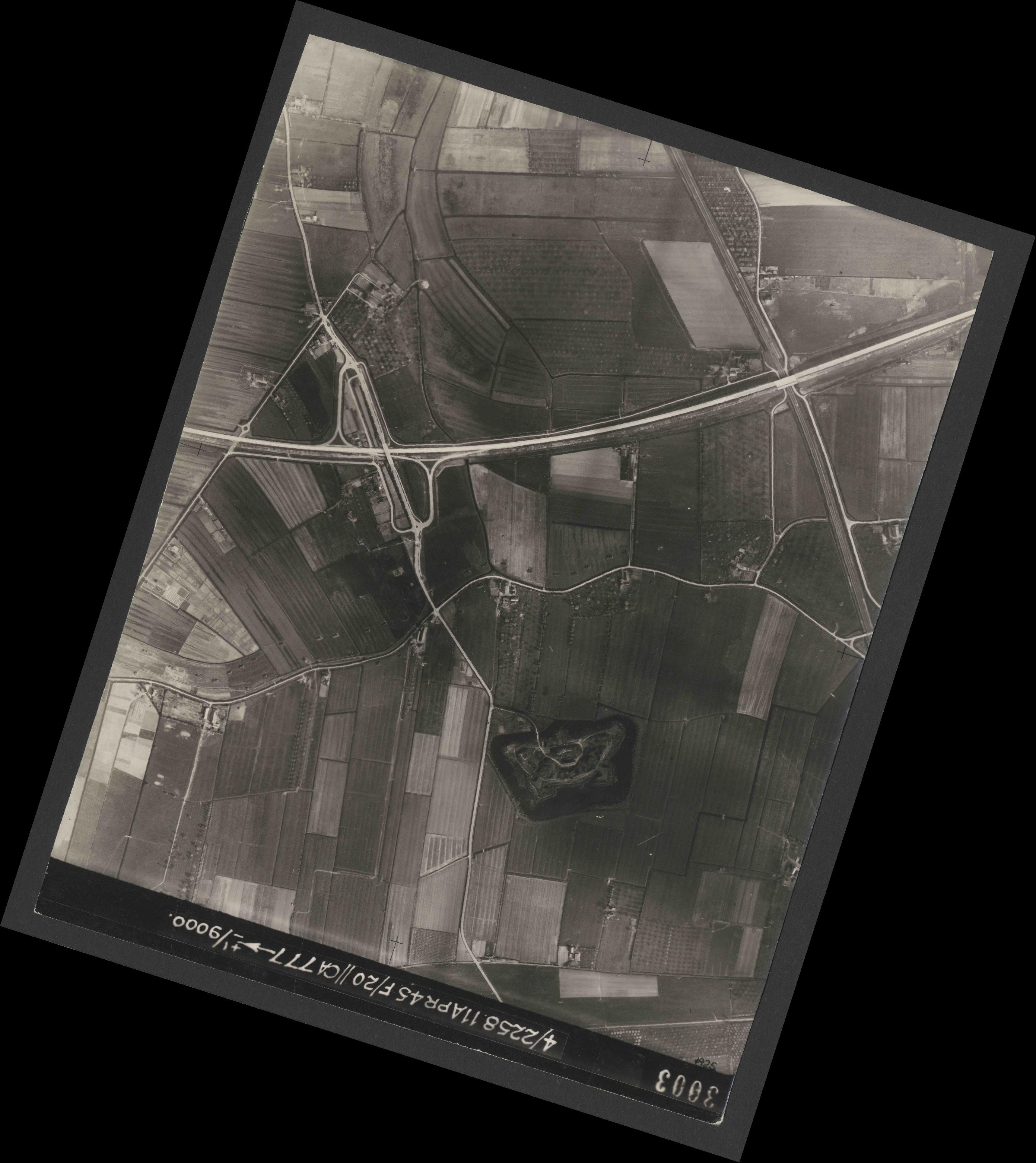 Collection RAF aerial photos 1940-1945 - flight 119, run 02, photo 3003