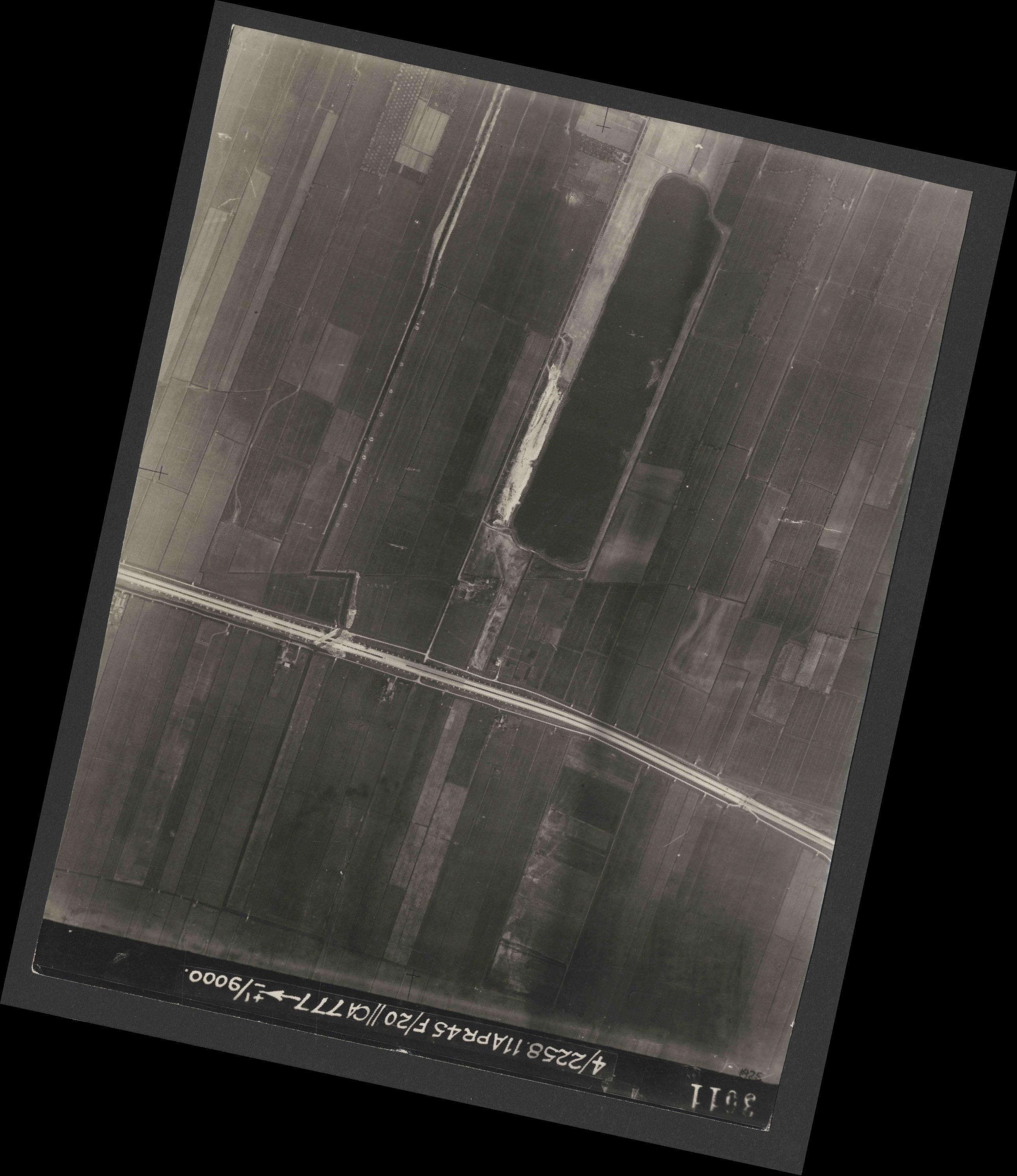Collection RAF aerial photos 1940-1945 - flight 119, run 02, photo 3011